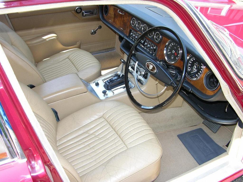 1968 Jaguar XJ6 Wallpaper