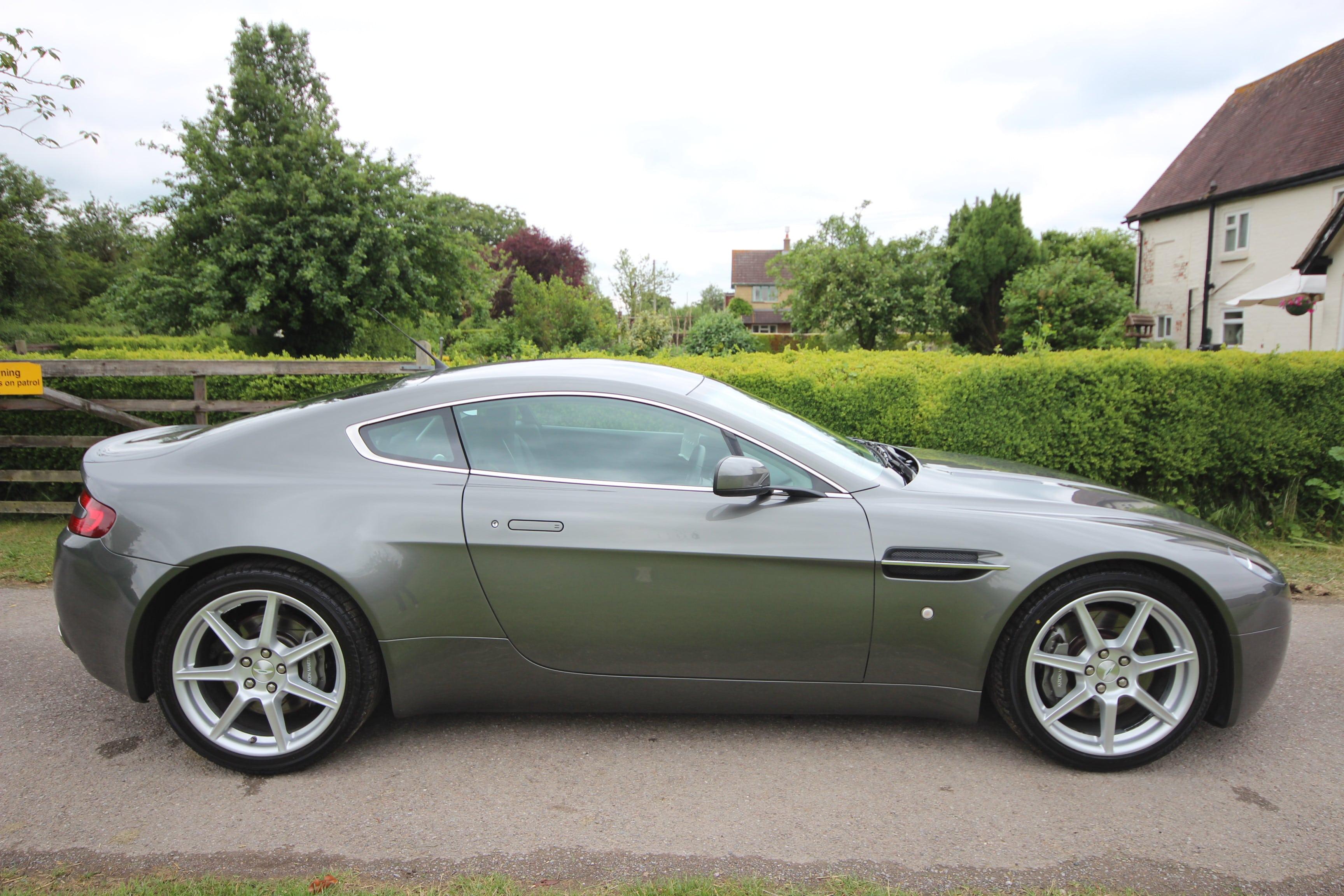 2006 Aston Martin V8 Vantage Pictures