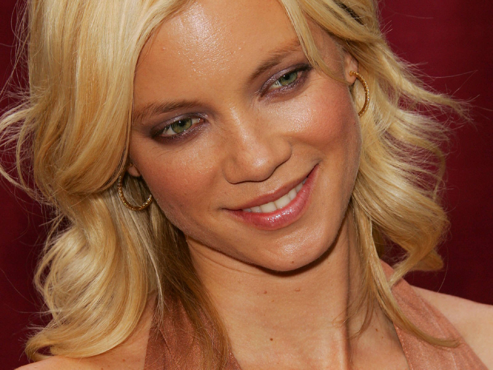 Amy Smart Wallpaper