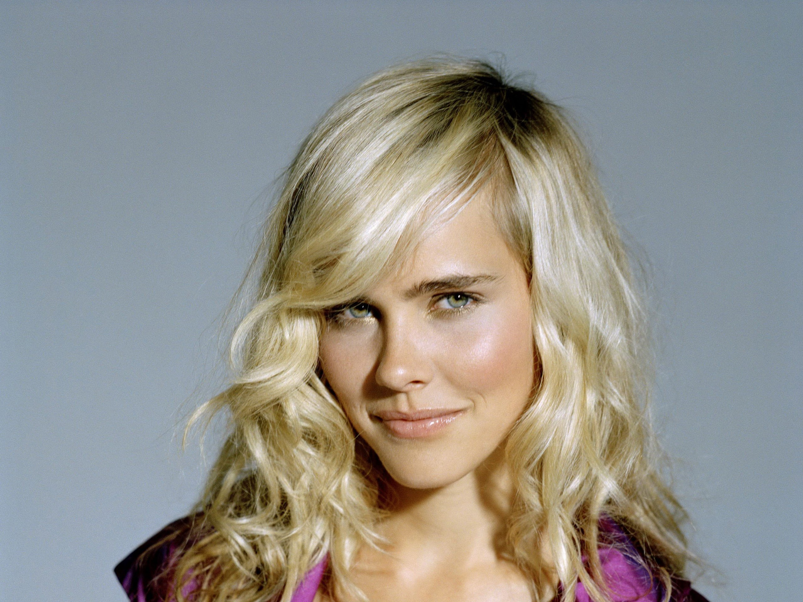 Isabel Lucas Wallpaper