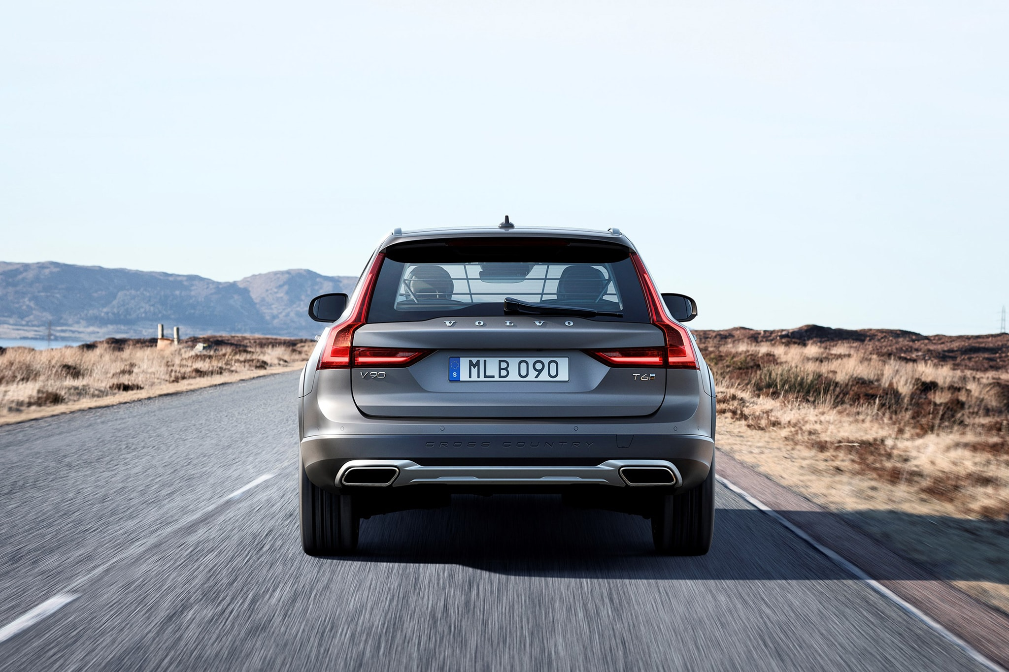 Volvo V90 Cross Country Wallpaper