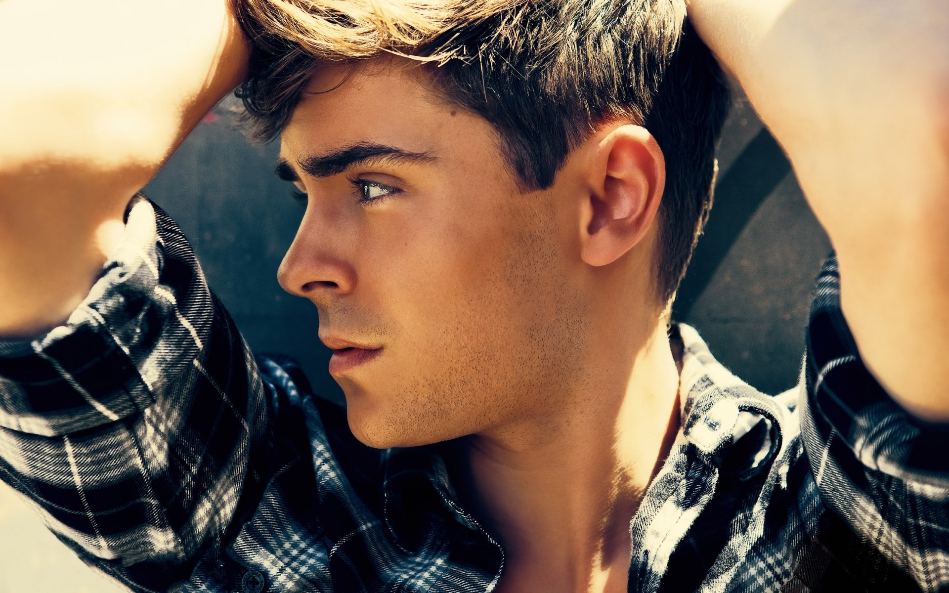 Zac Efron Wallpaper