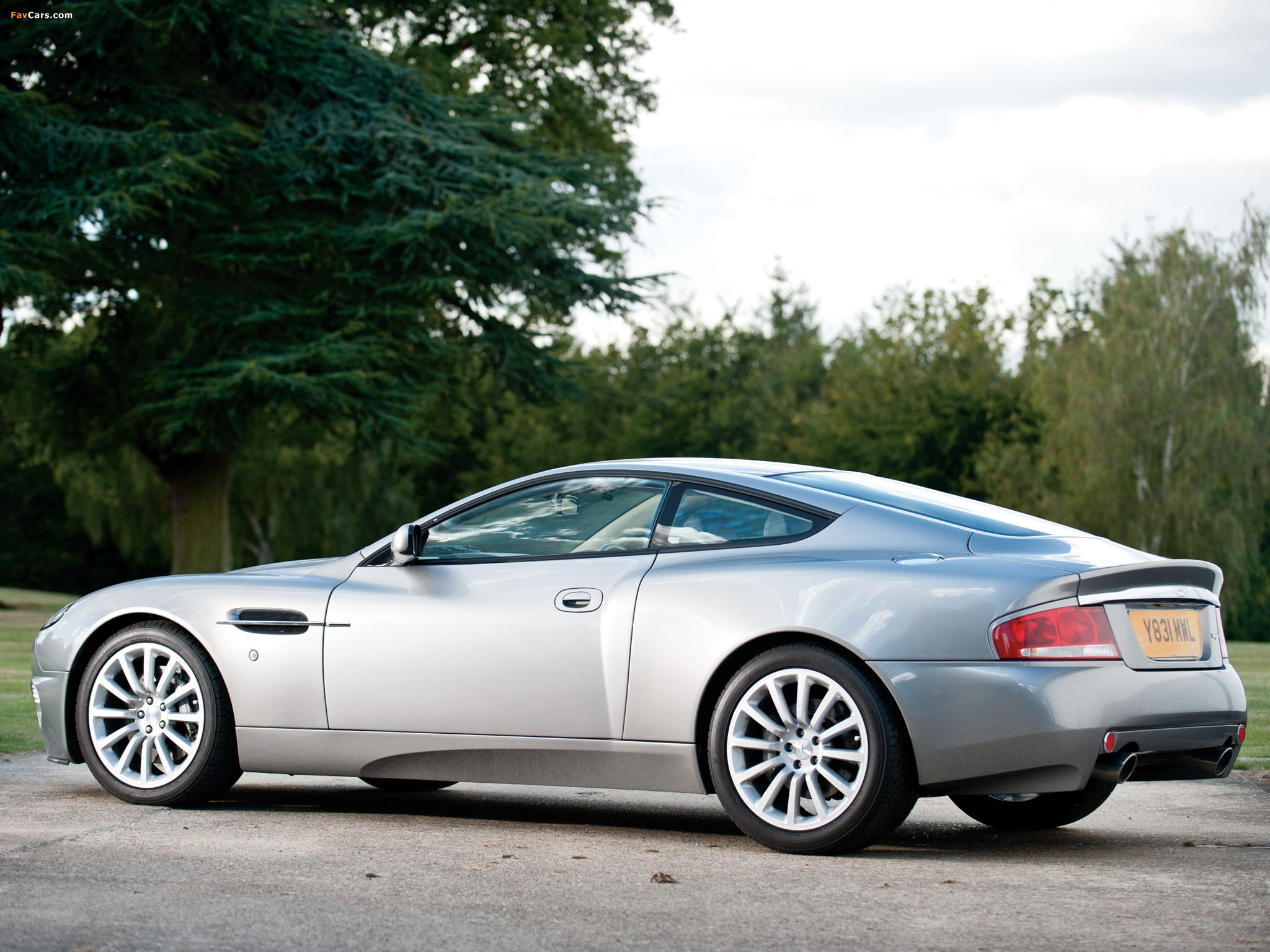 2001 Aston Martin Vanquish HD pictures