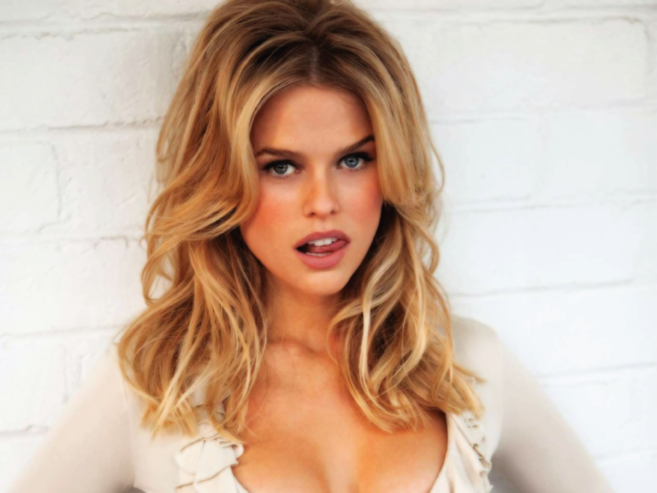 Alice Eve HD pictures