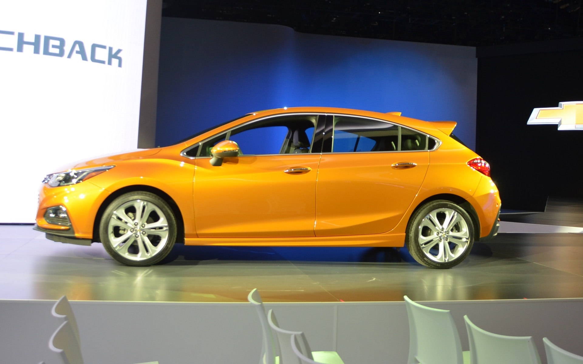 Chevrolet Cruze 2 Hatchback HD pictures