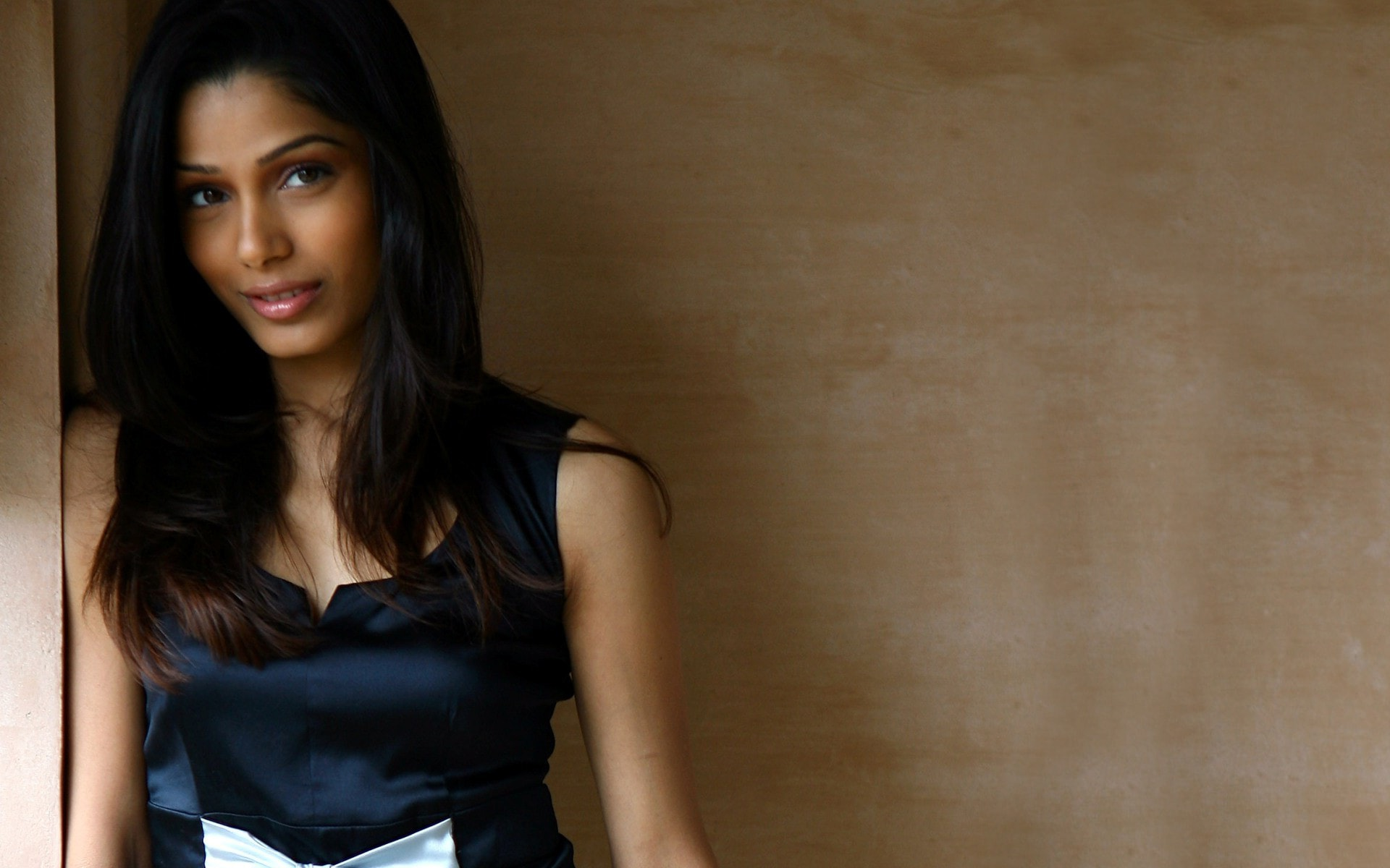 Freida Pinto HD pictures