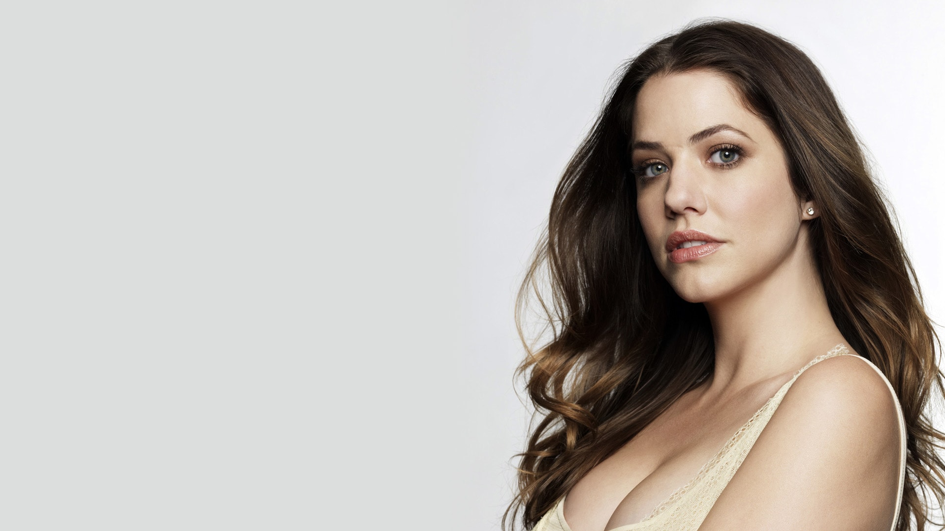 Julie Gonzalo HD pictures