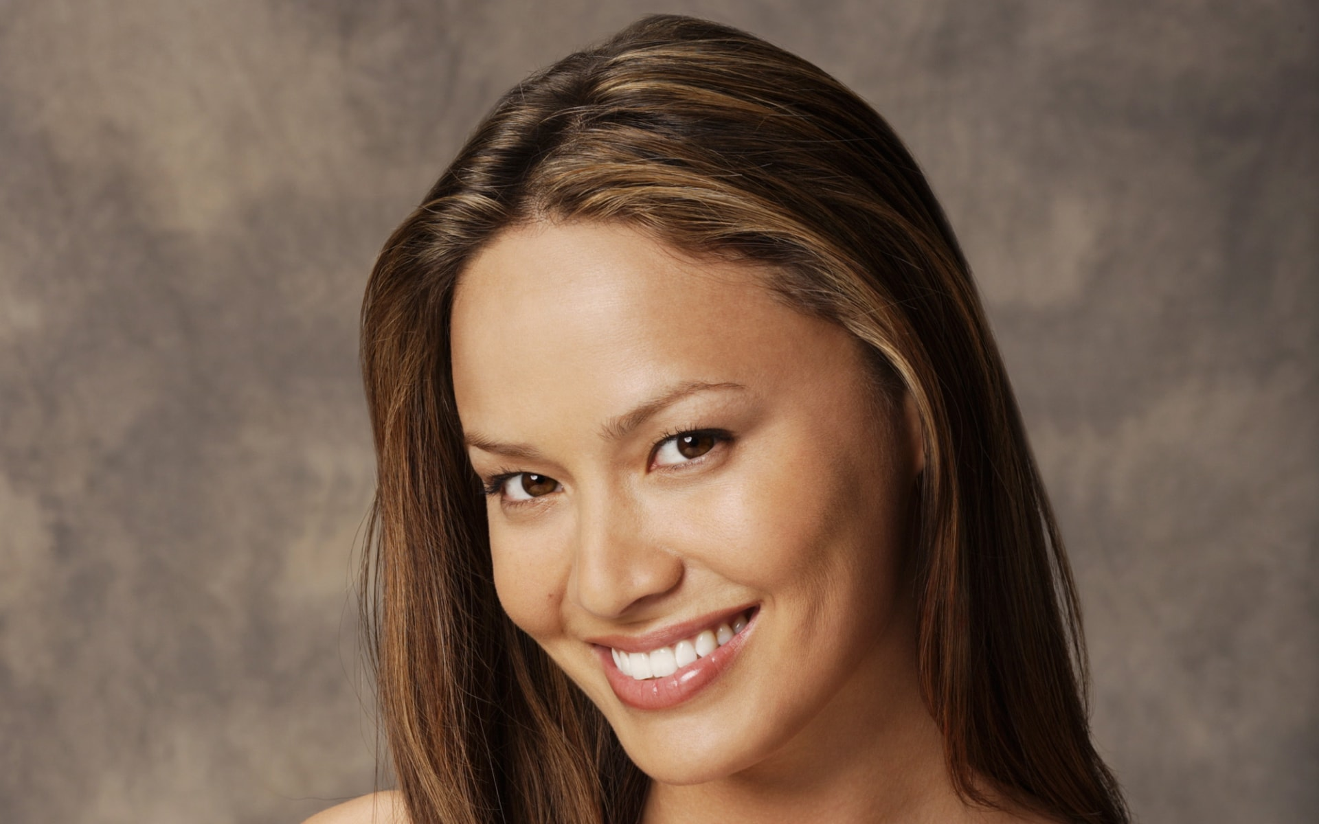 Moon Bloodgood HD pictures