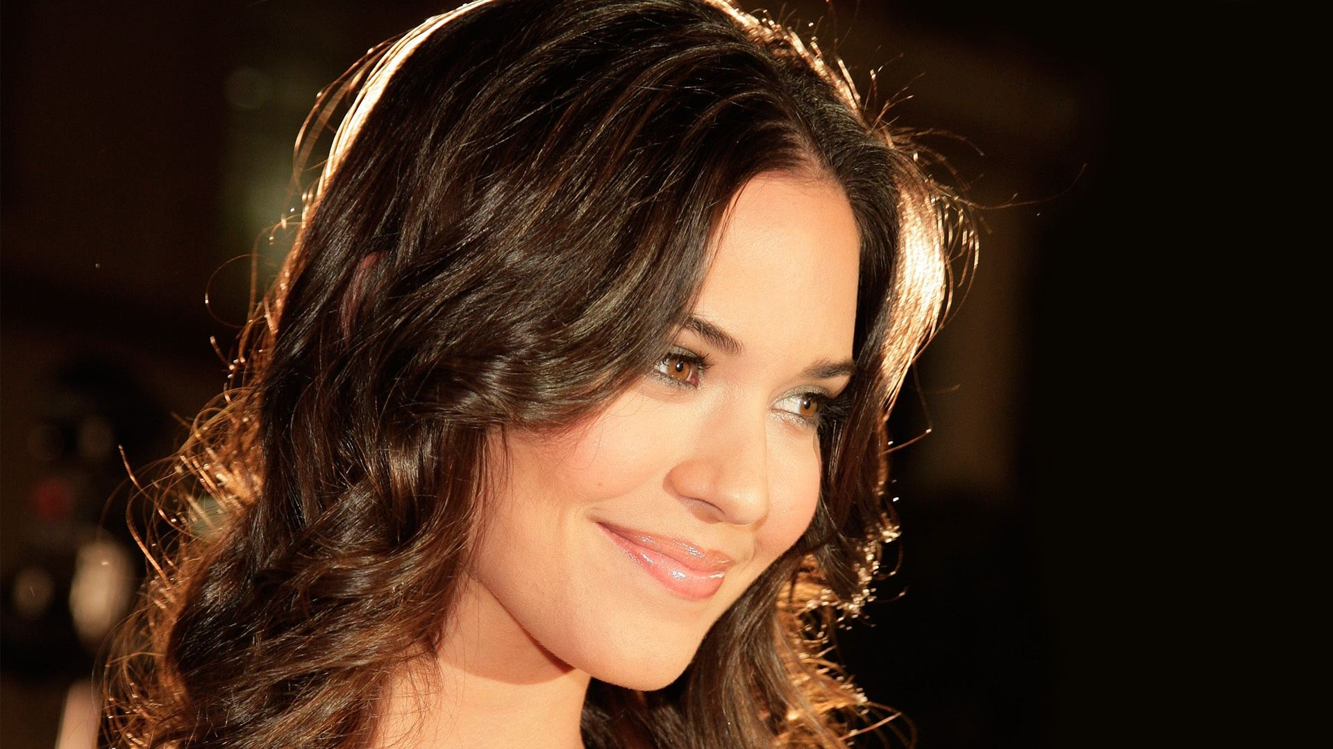 Odette Annable HD pictures
