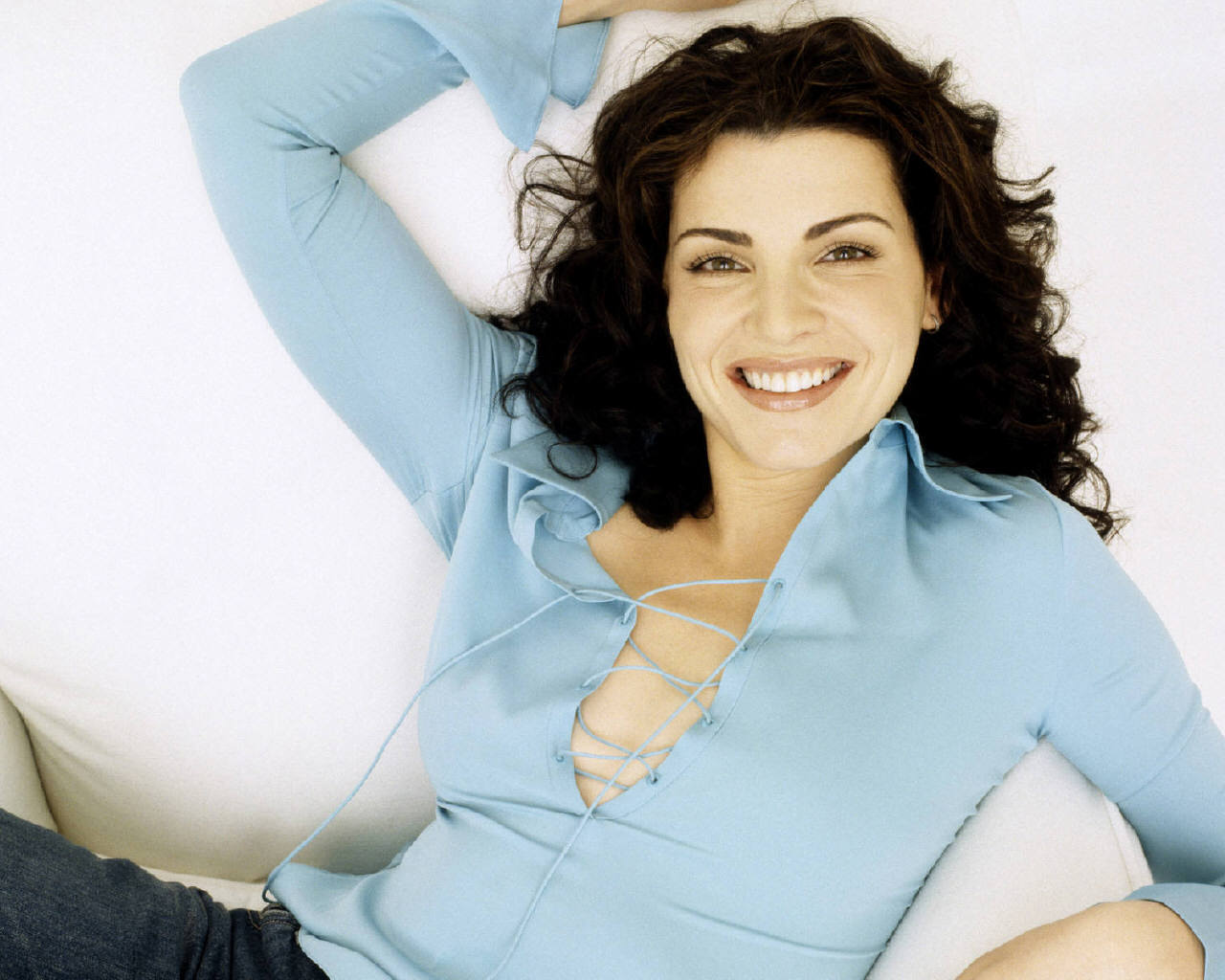 Julianna Margulies for mobile
