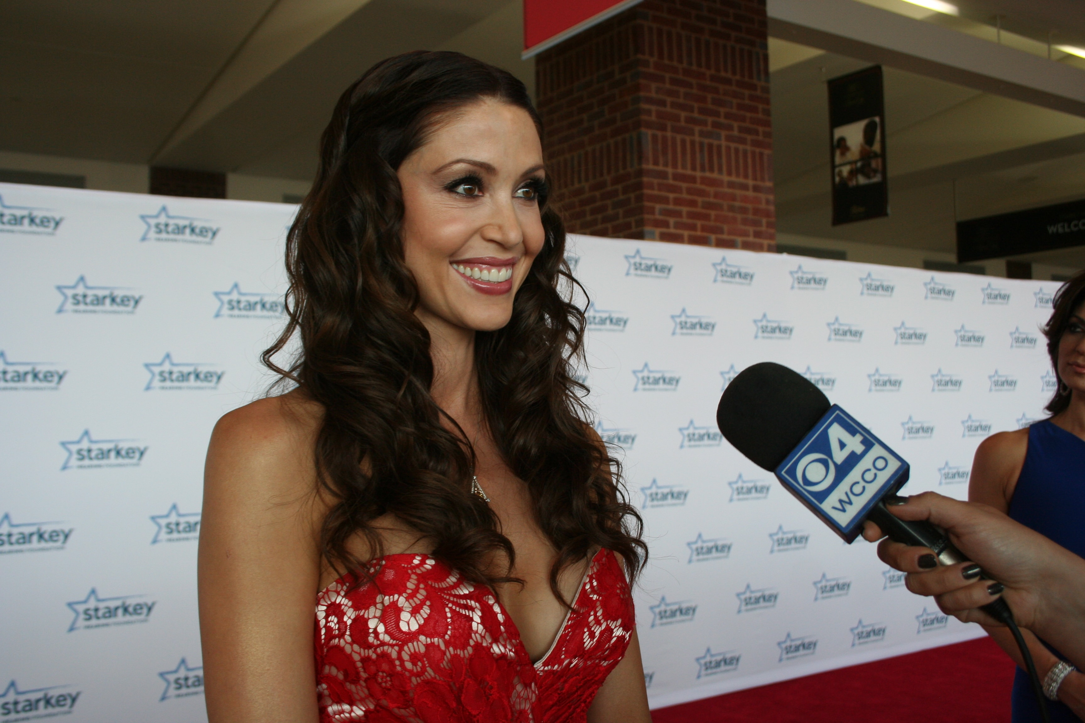 Shannon Elizabeth Full hd wallpapers