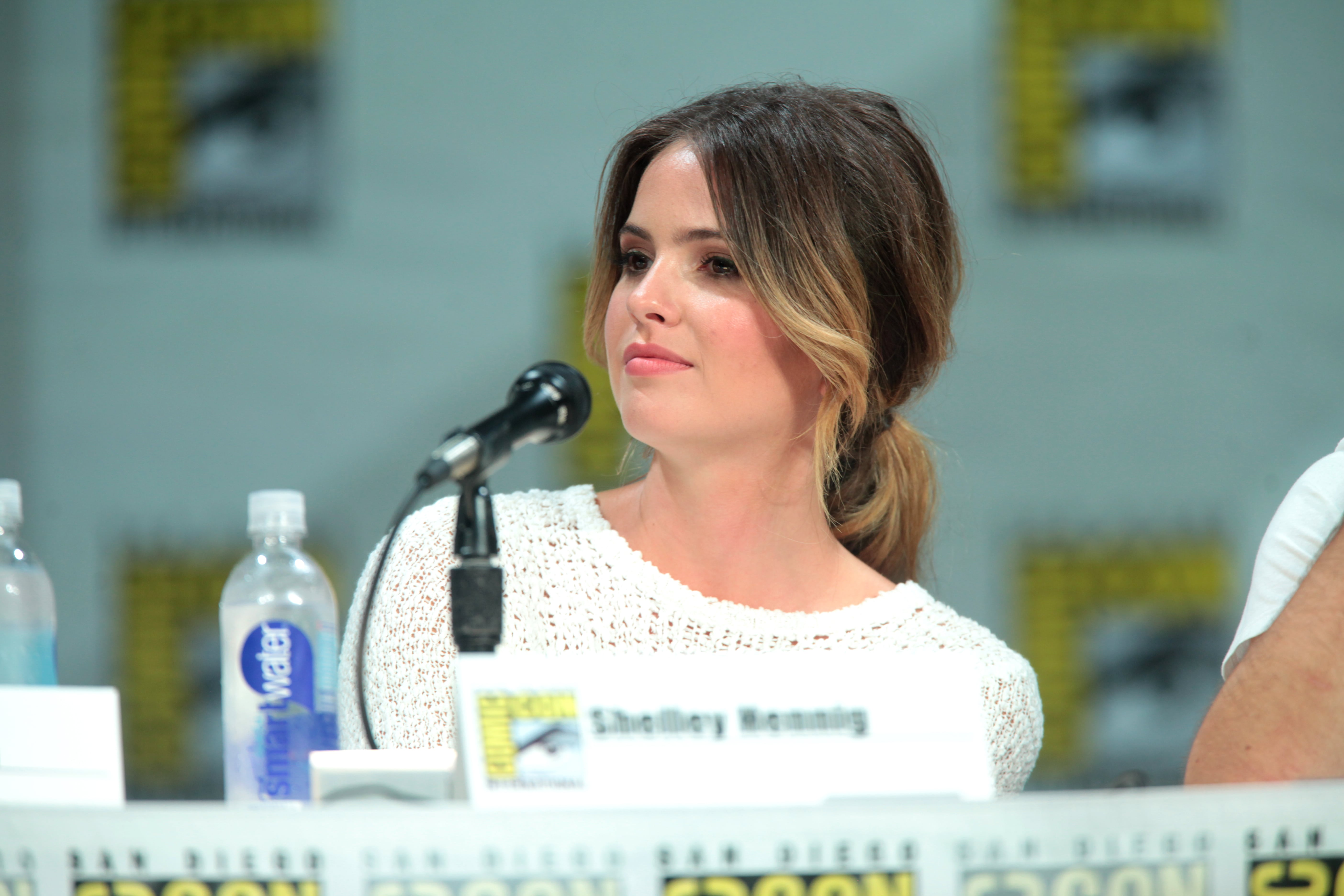 Shelley Hennig Full hd wallpapers