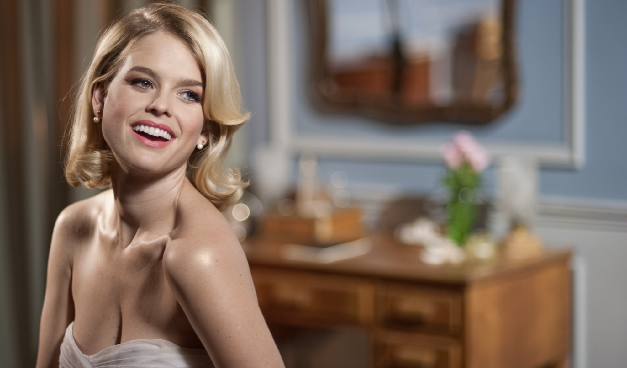 Alice Eve Widescreen for desktop