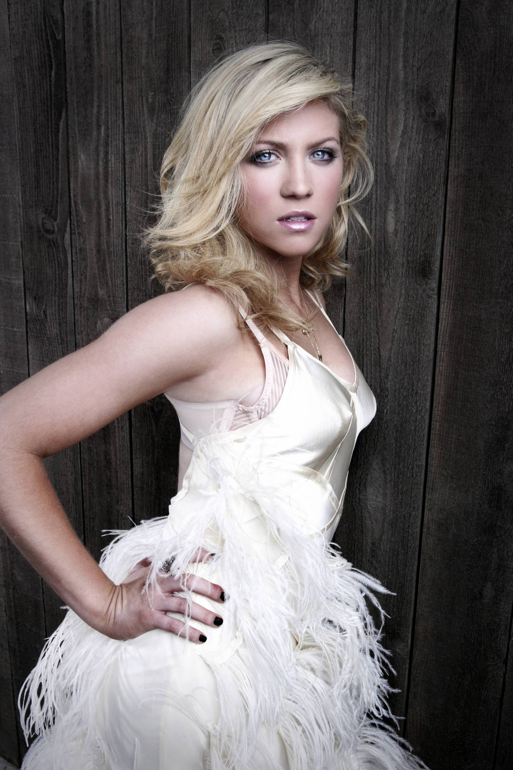 Brittany Snow For mobile