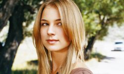 Emily Vancamp Widescreen for desktop