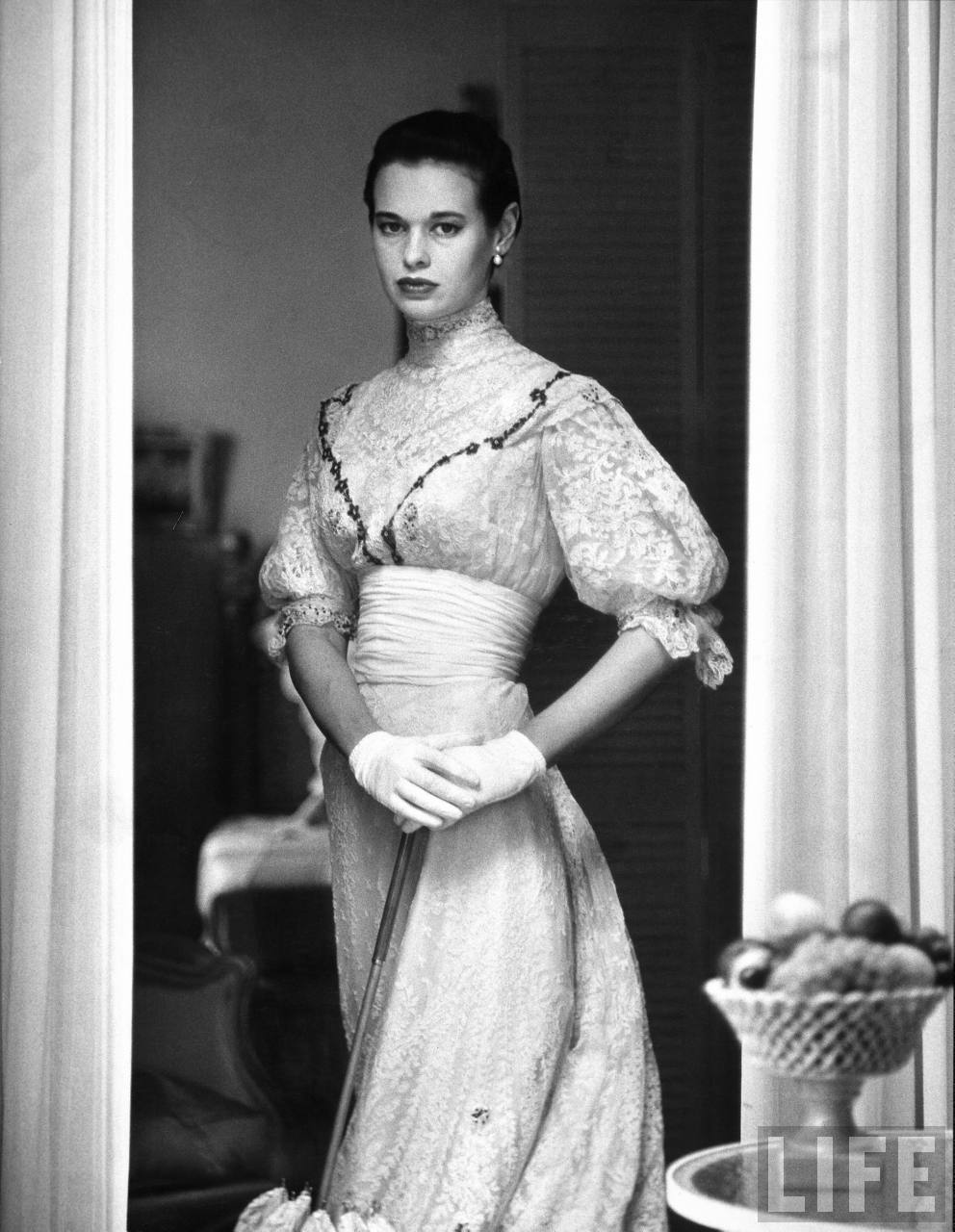 Gloria Vanderbilt For mobile