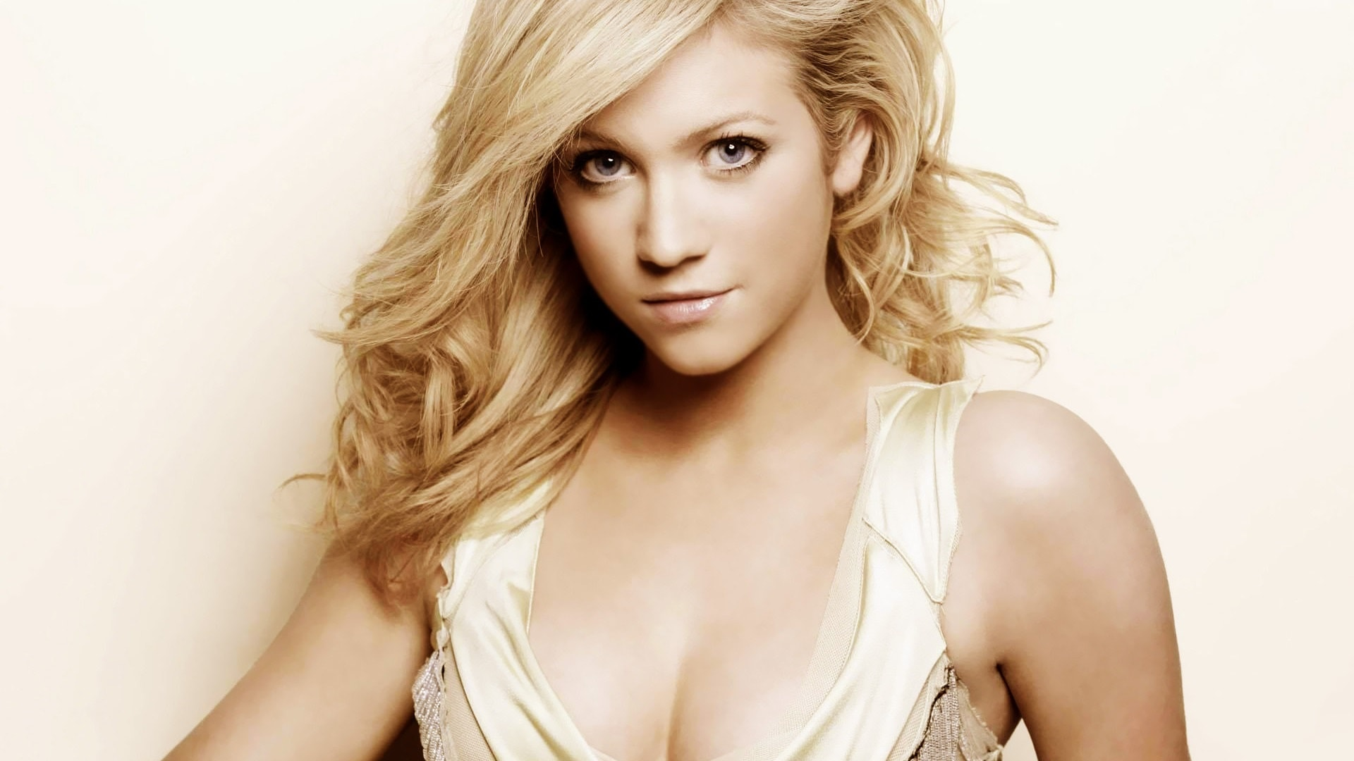 Brittany Snow Widescreen for desktop