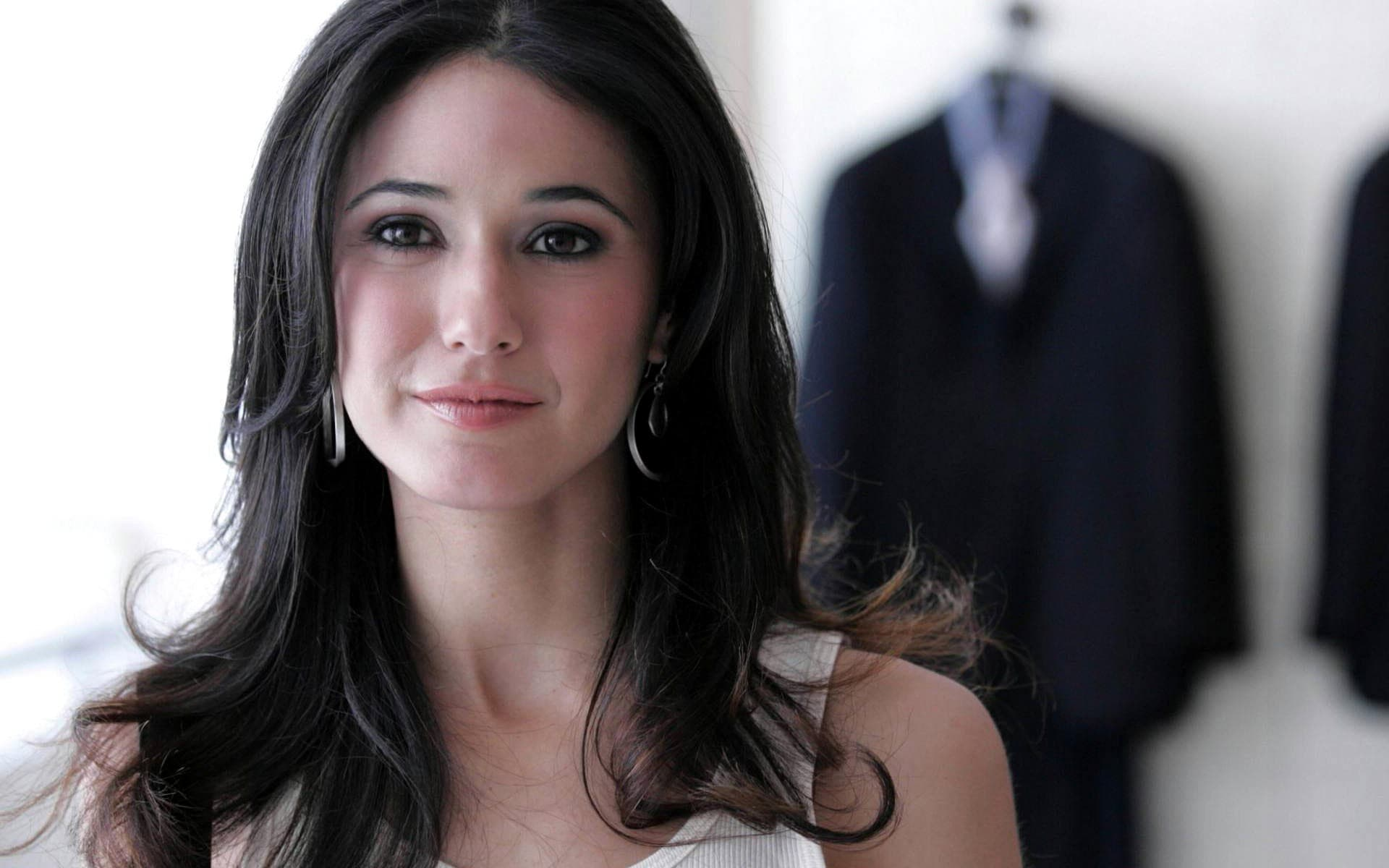 Emmanuelle Chriqui Widescreen for desktop