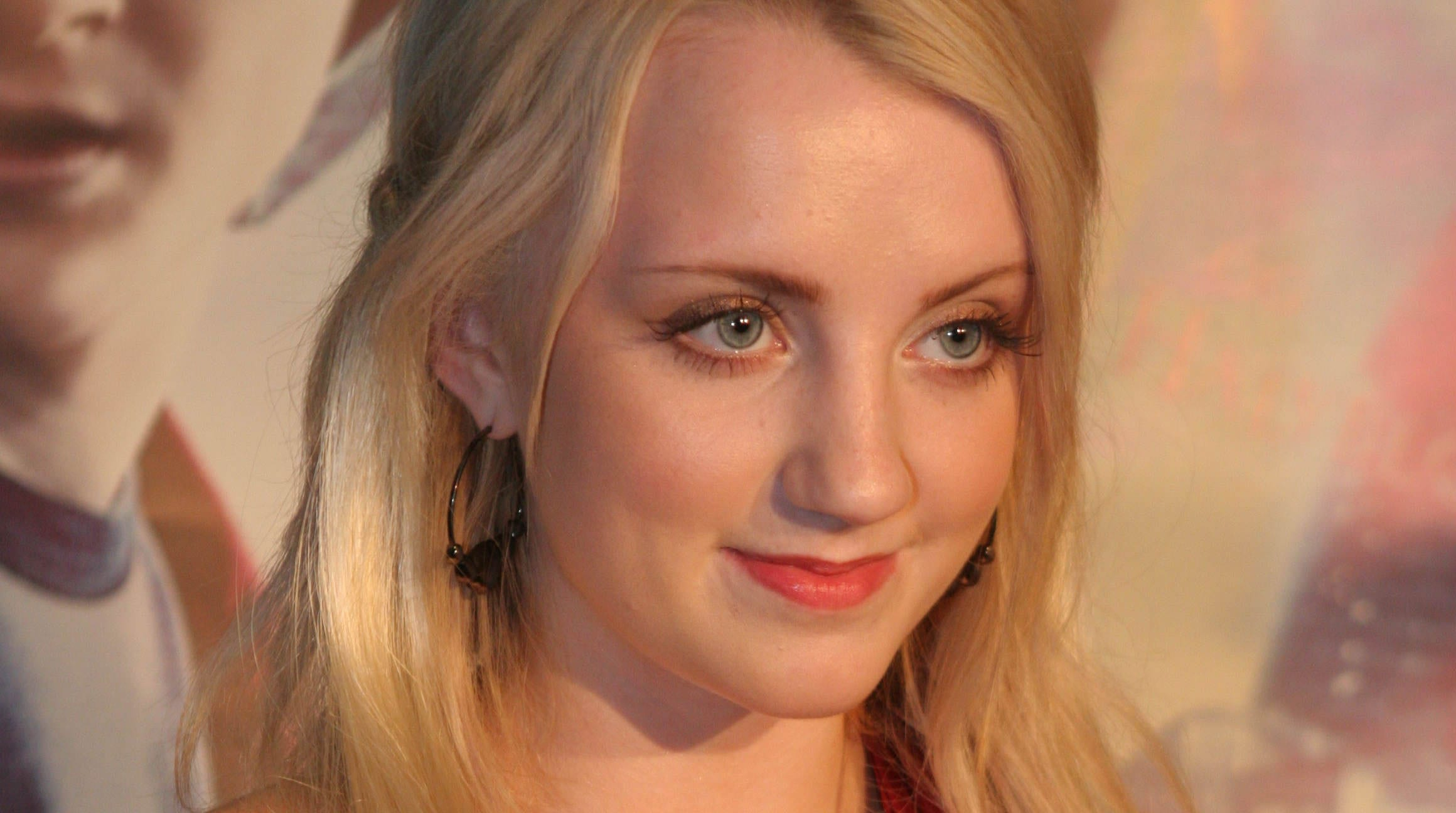 Evanna Lynch Widescreen for desktop