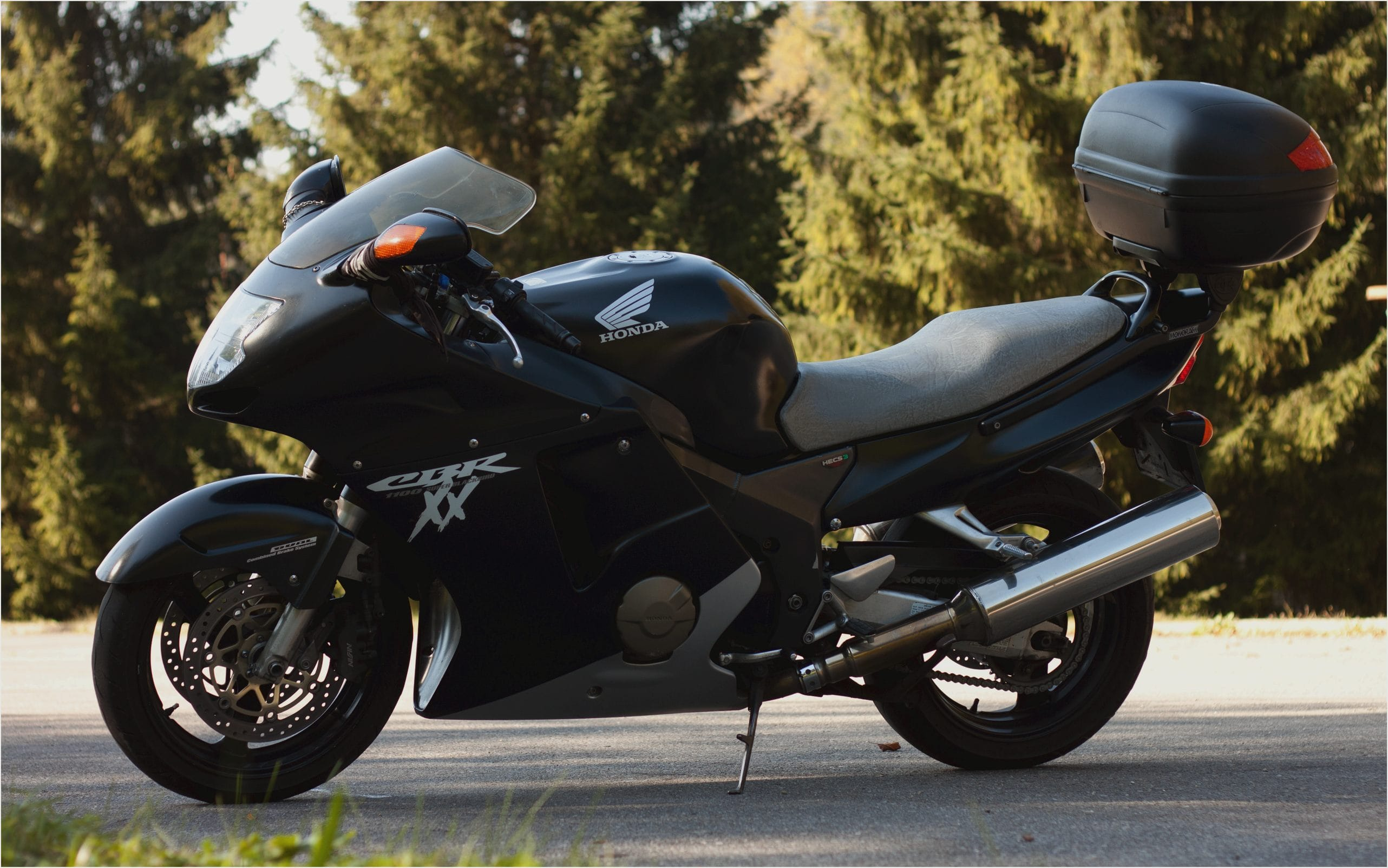 Honda Blackbird CBR1100XX Widescreen for desktop