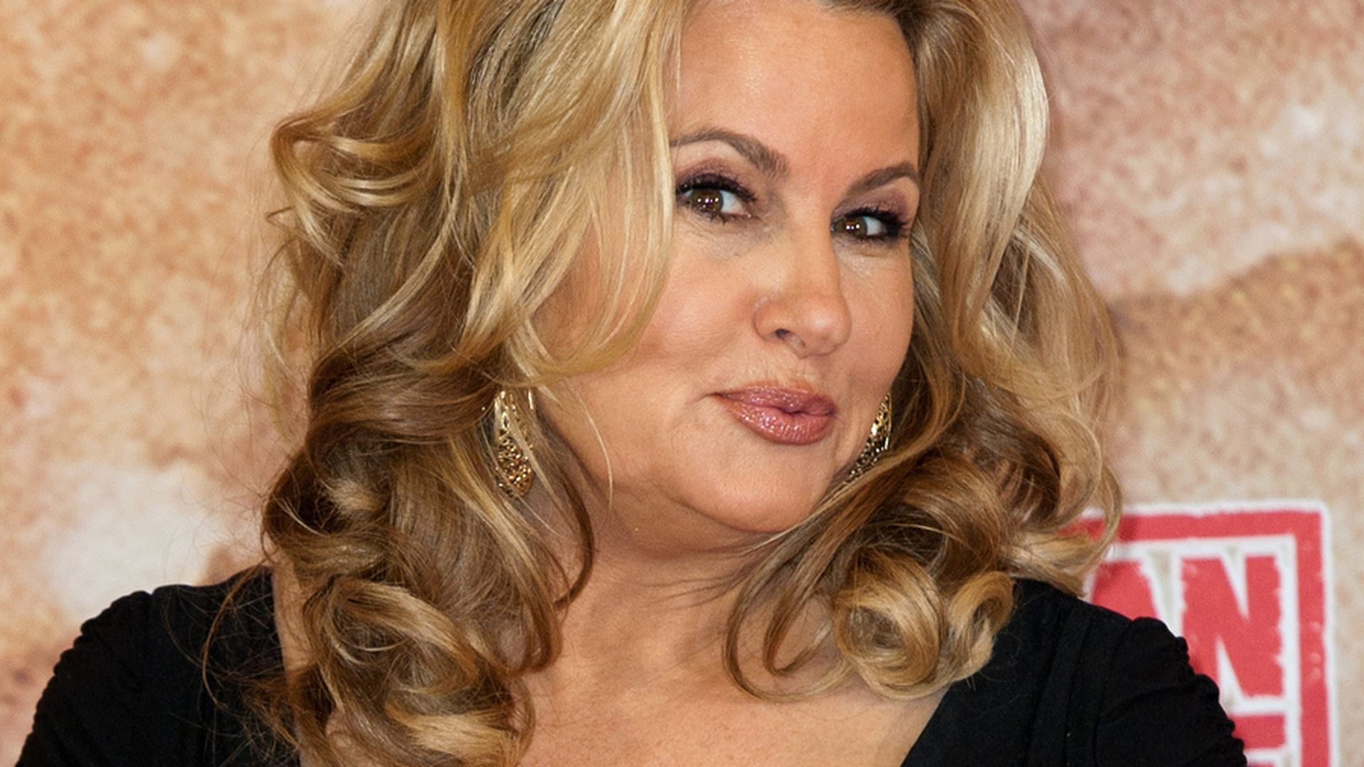 Jennifer Coolidge Widescreen for desktop