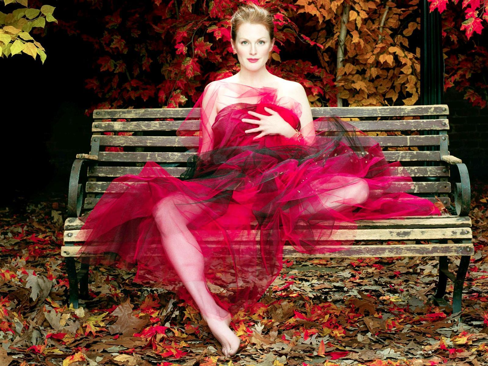 Julianne Moore Widescreen for desktop