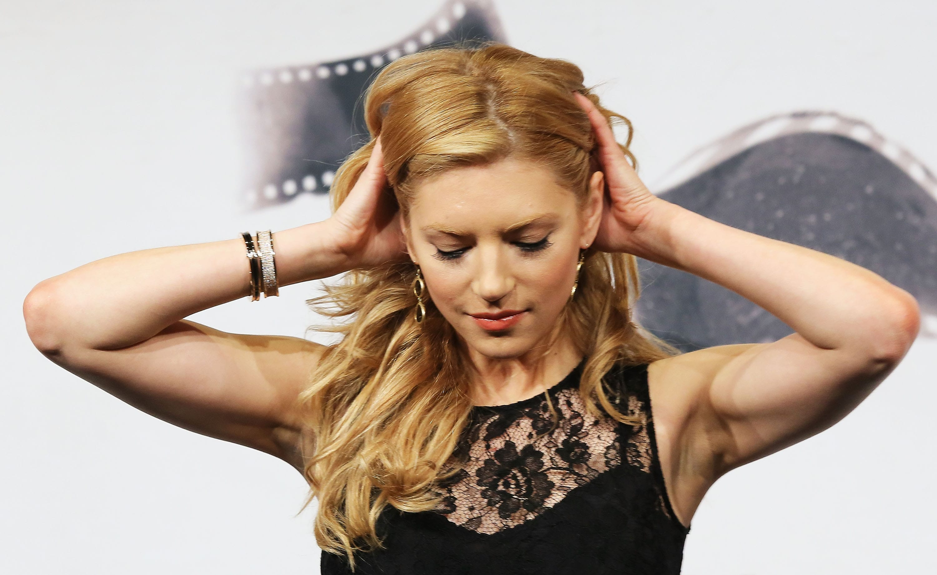 Katheryn Winnick Widescreen for desktop