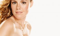 Kathleen Robertson Widescreen for desktop