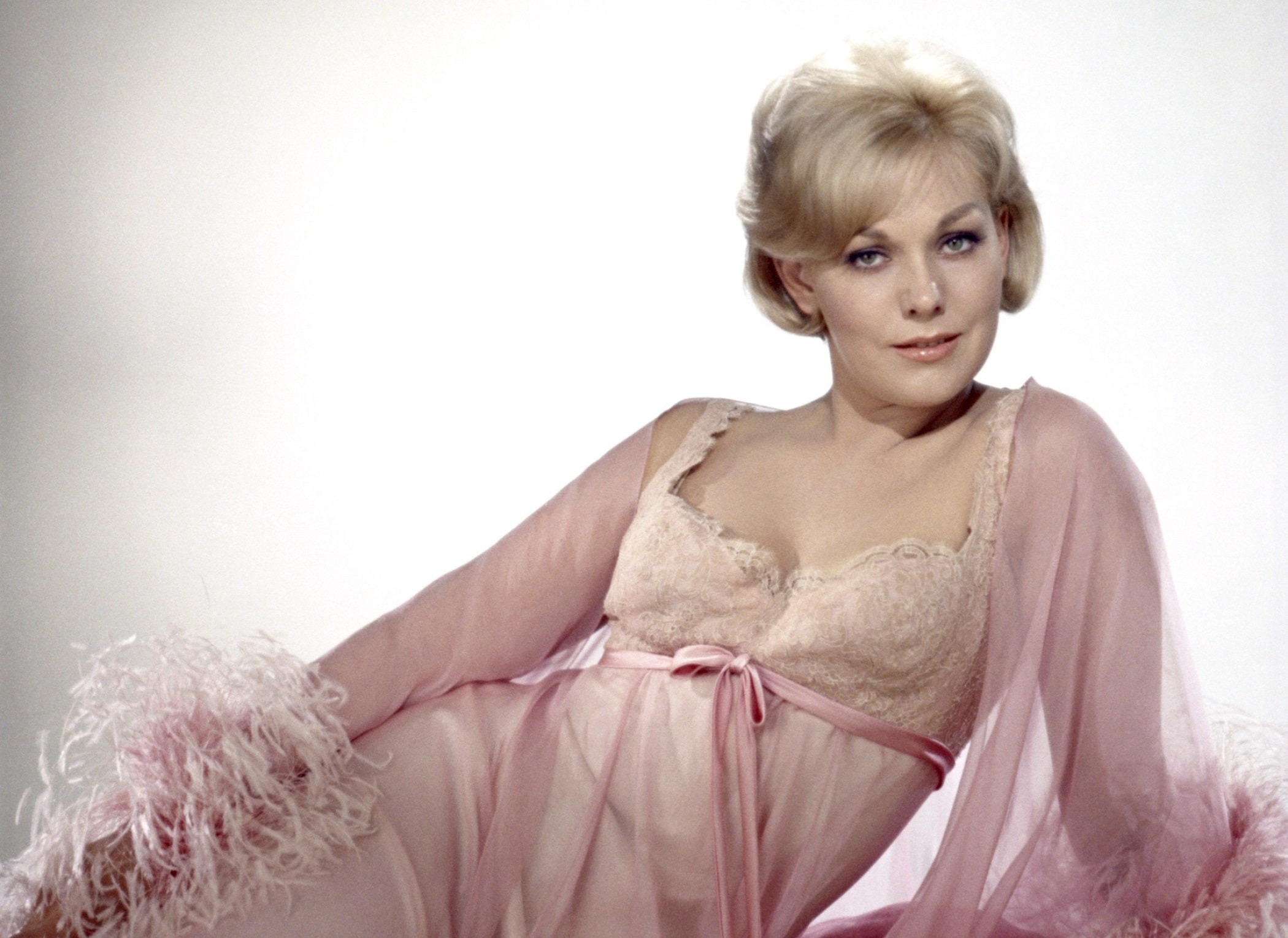 Kim Novak Widescreen for desktop