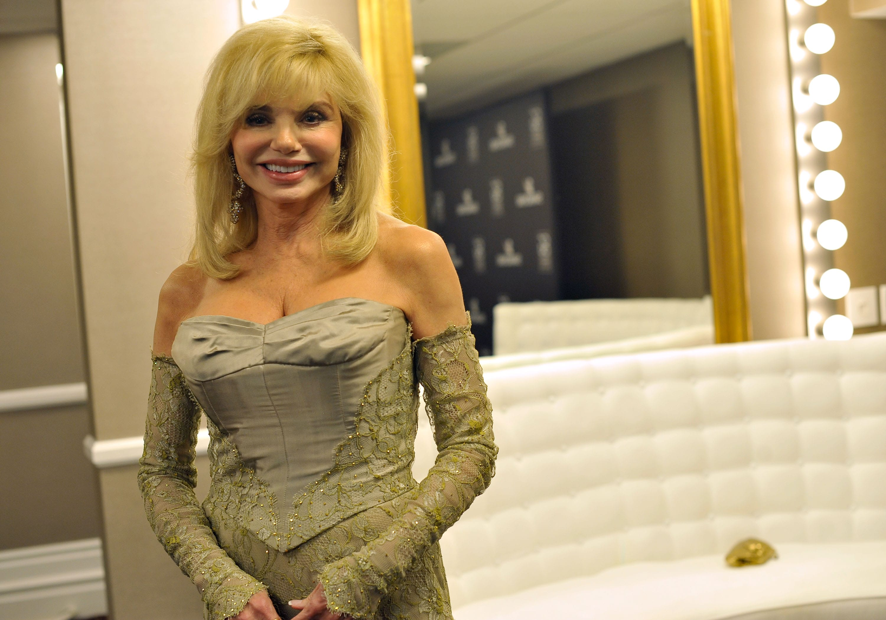 Loni Anderson Widescreen for desktop