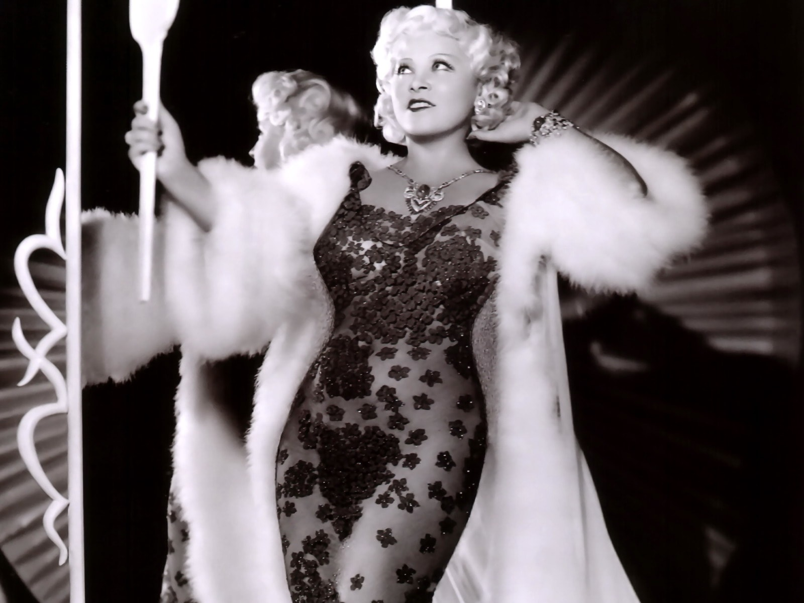 Mae West Widescreen for desktop