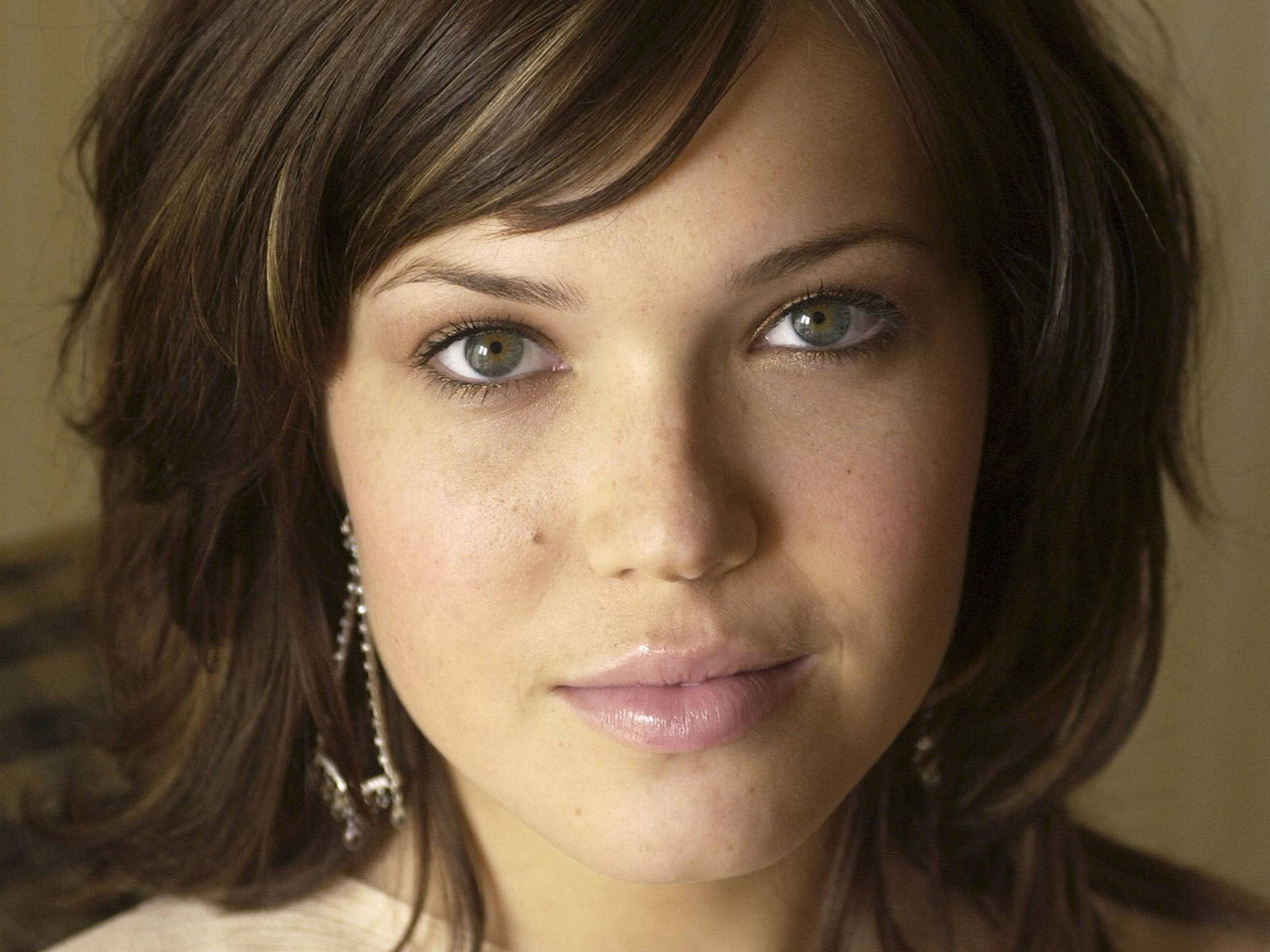 Mandy Moore Widescreen for desktop