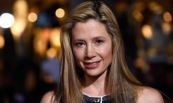 Mira Sorvino Widescreen for desktop