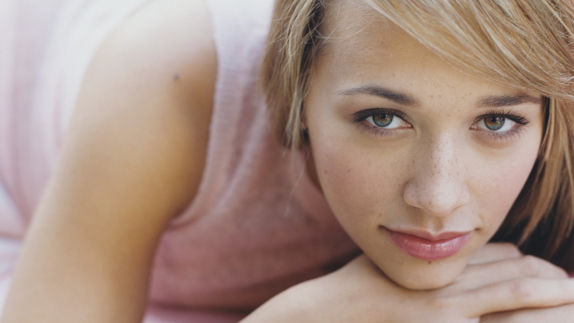 Rashida Jones Widescreen for desktop