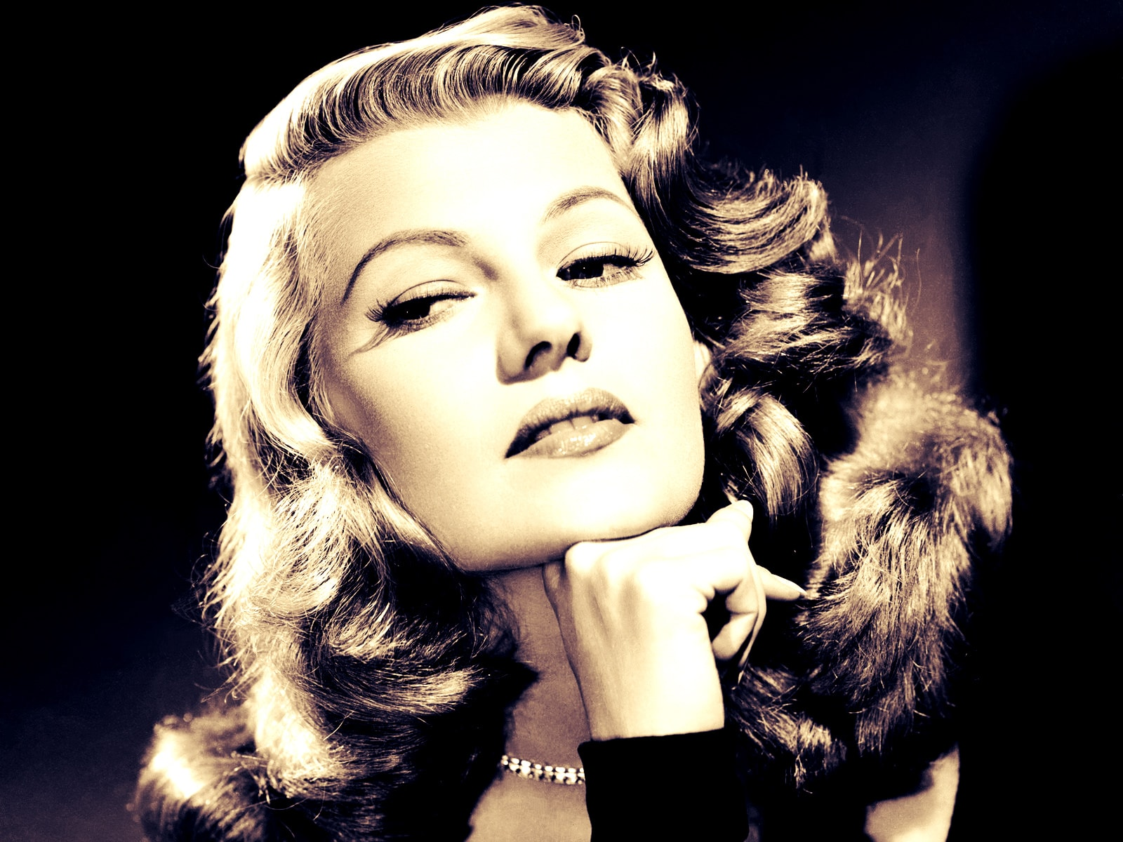 Rita Hayworth Widescreen for desktop