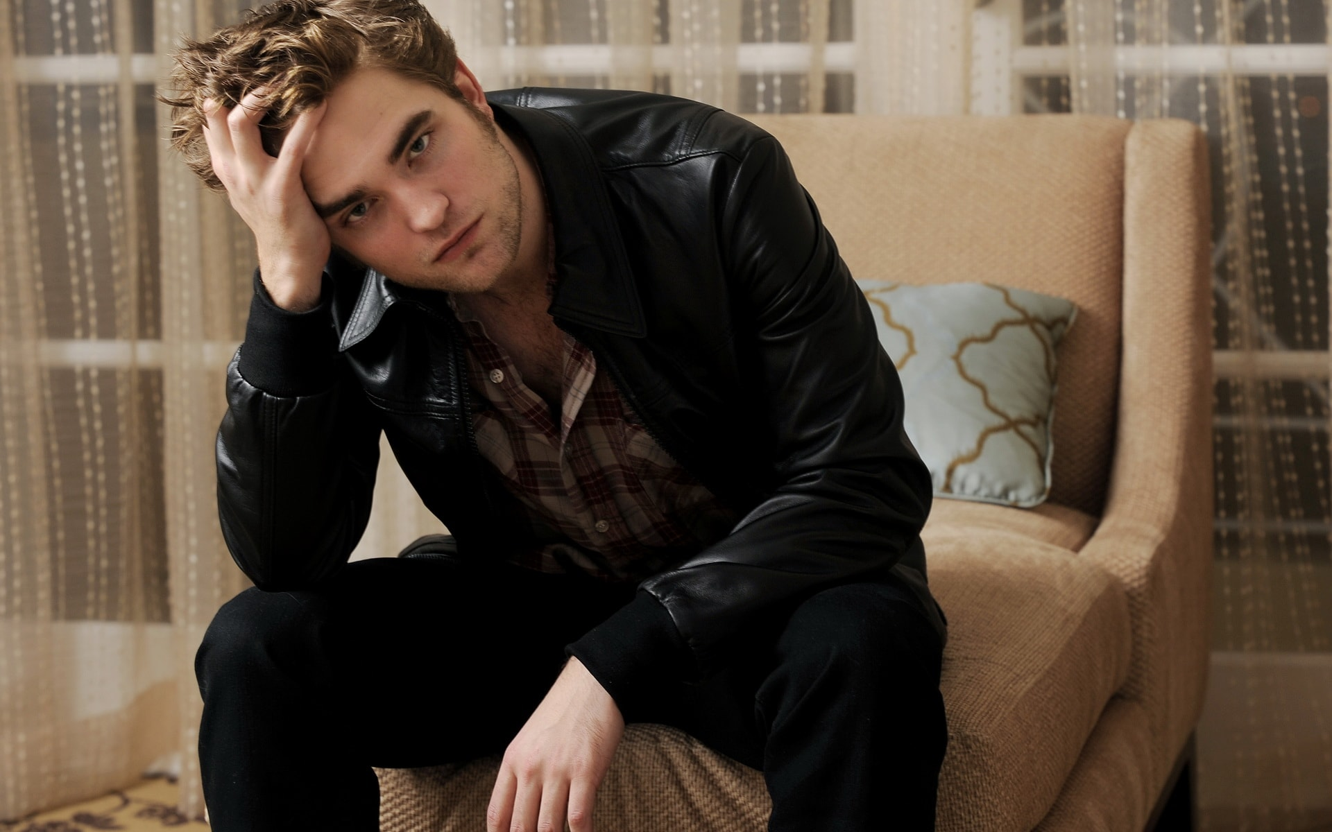Robert Pattinson Widescreen for desktop