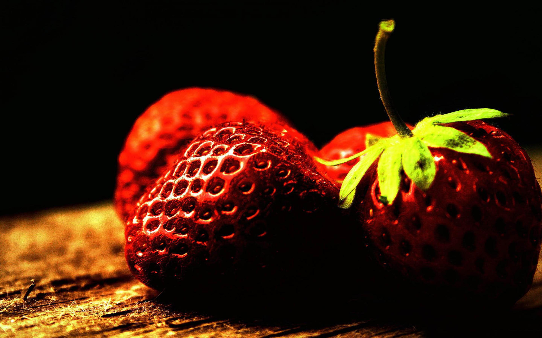 Strawberry free wallpaper