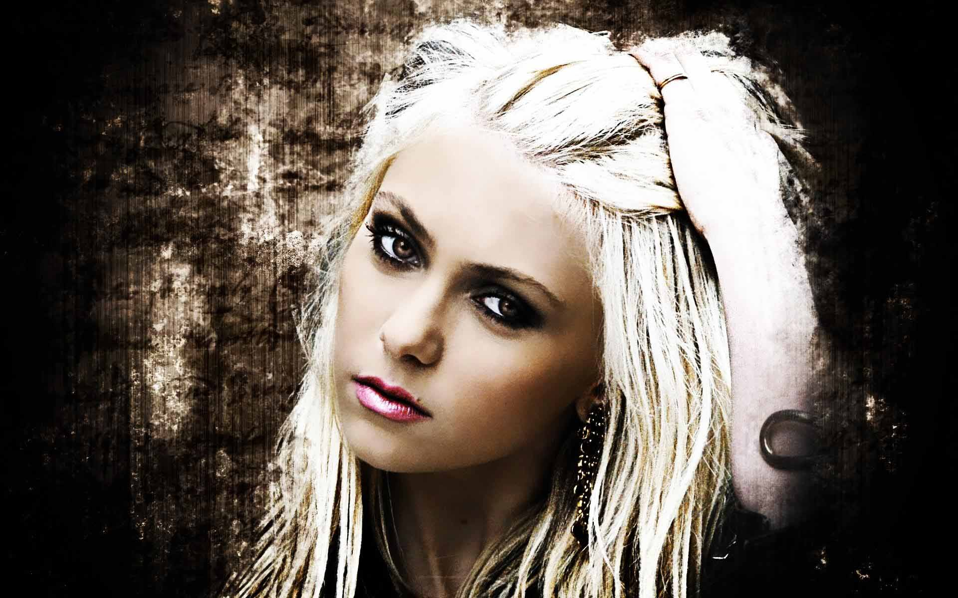 Taylor Momsen Desktop wallpaper