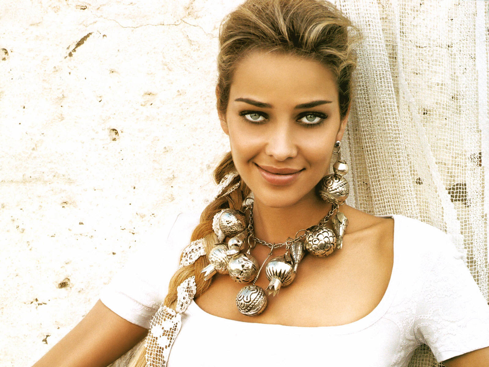 Ana Beatriz Barros High
