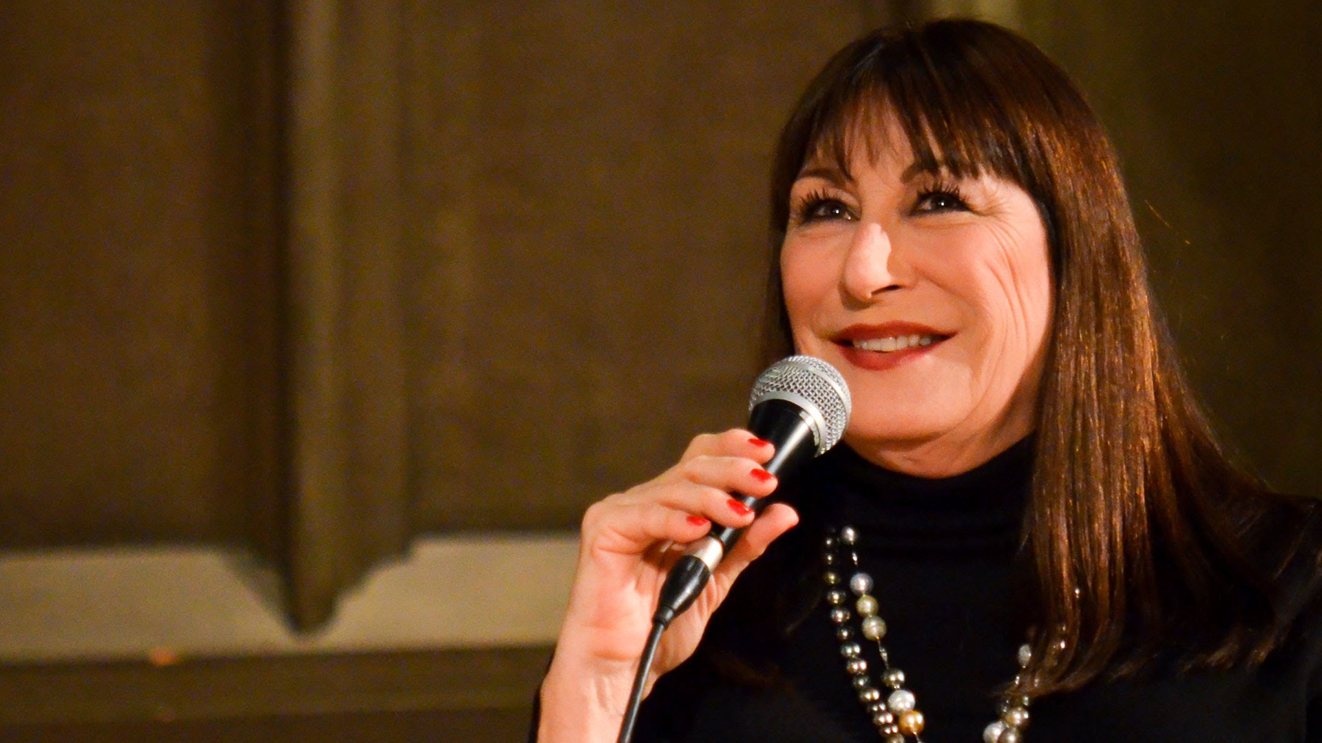 Anjelica Huston High
