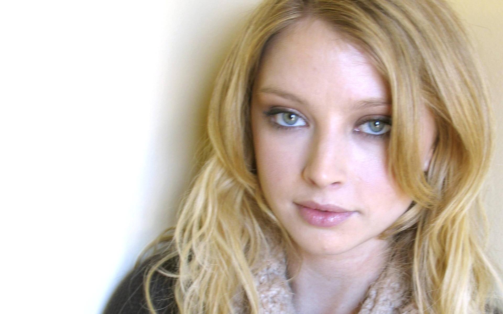 Elisabeth Harnois HD