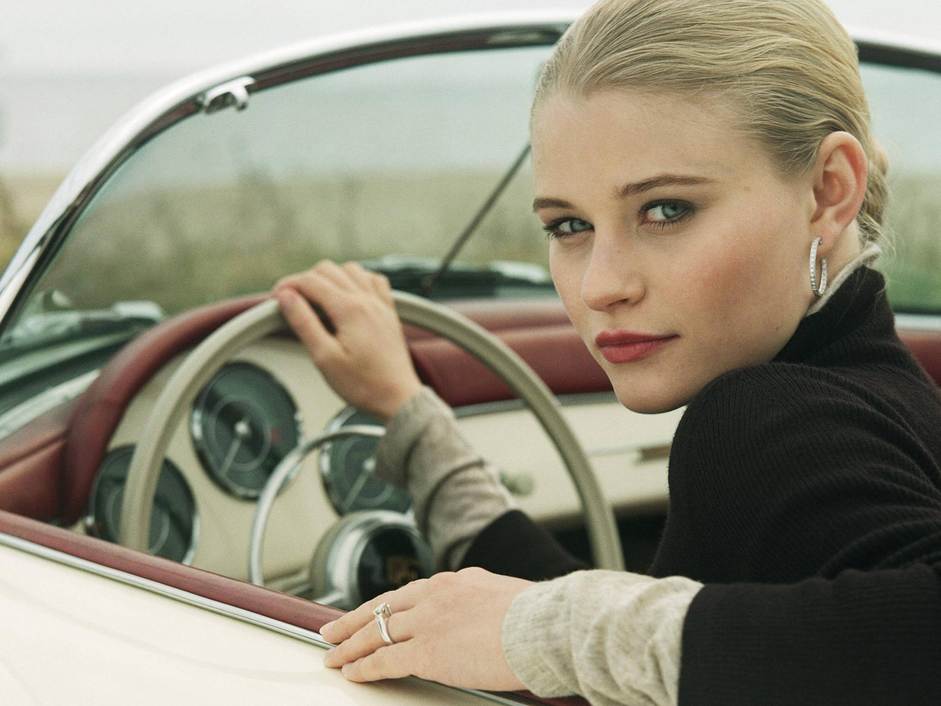 Emilie De Ravin HD