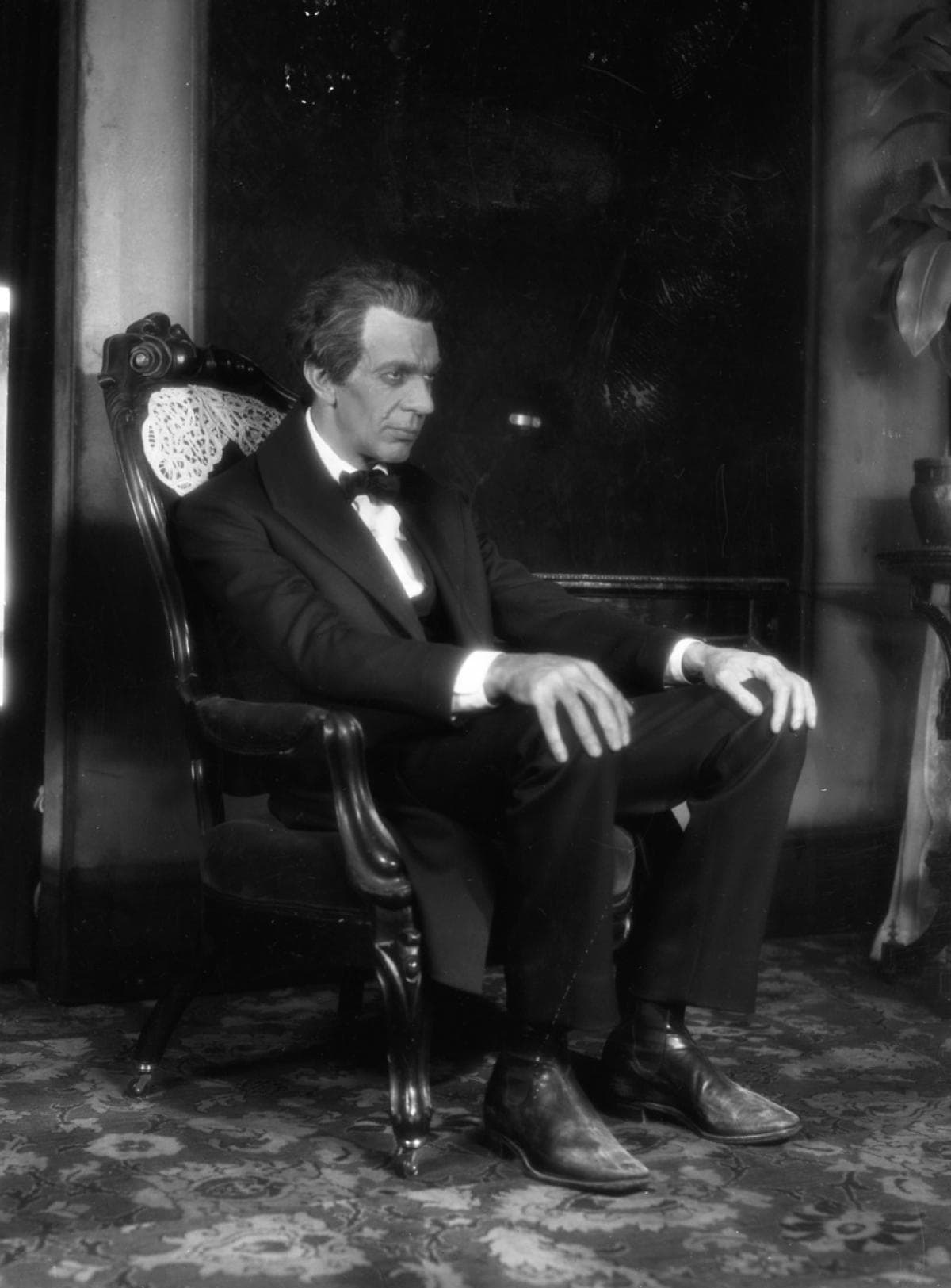 Raymond Massey Download