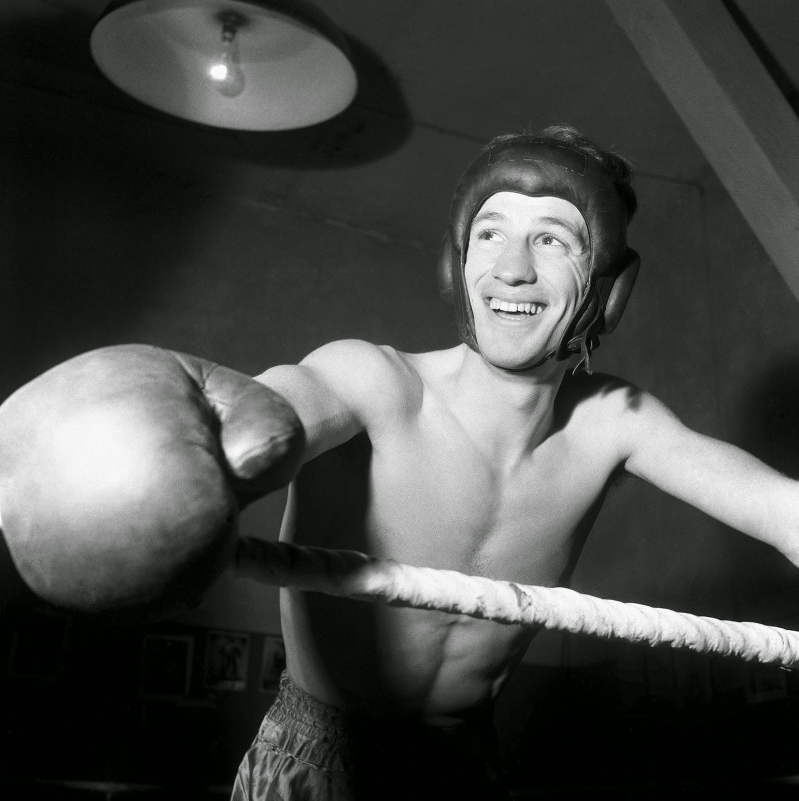 Jean-Paul Belmondo Free