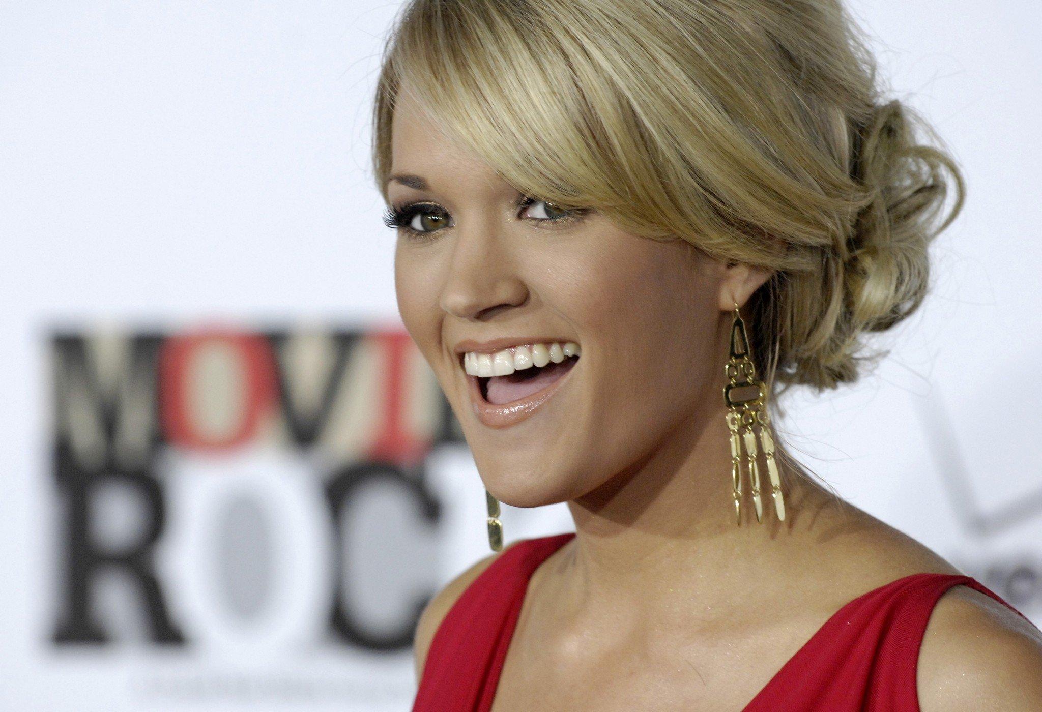 Carrie Underwood Free