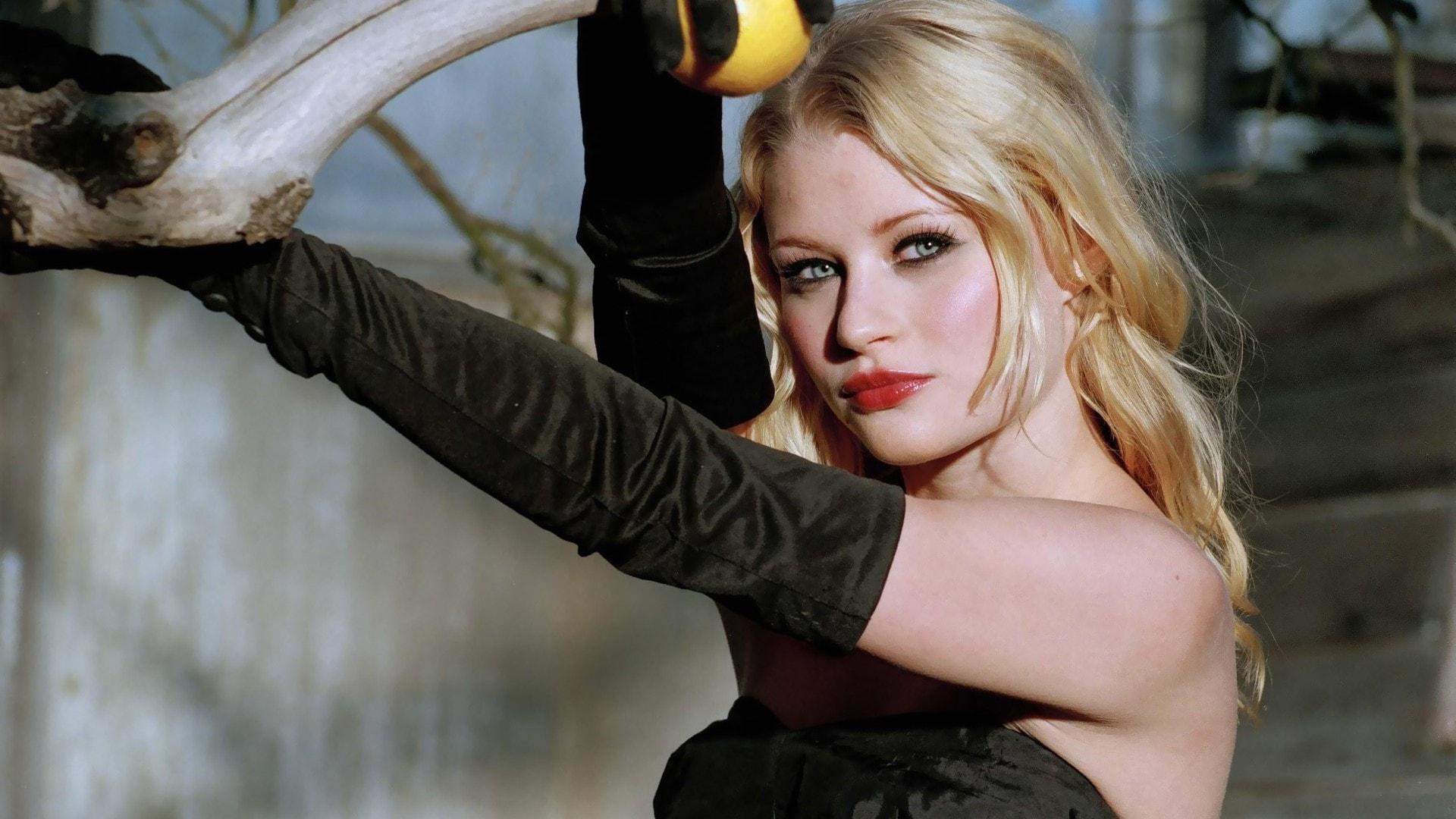 Emilie De Ravin Widescreen