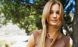 Emily Vancamp Widescreen