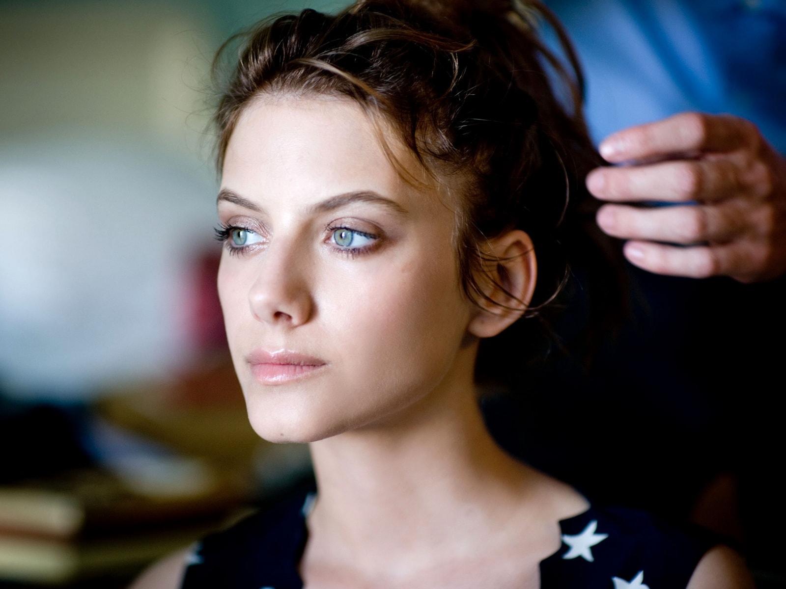 Melanie Laurent Widescreen