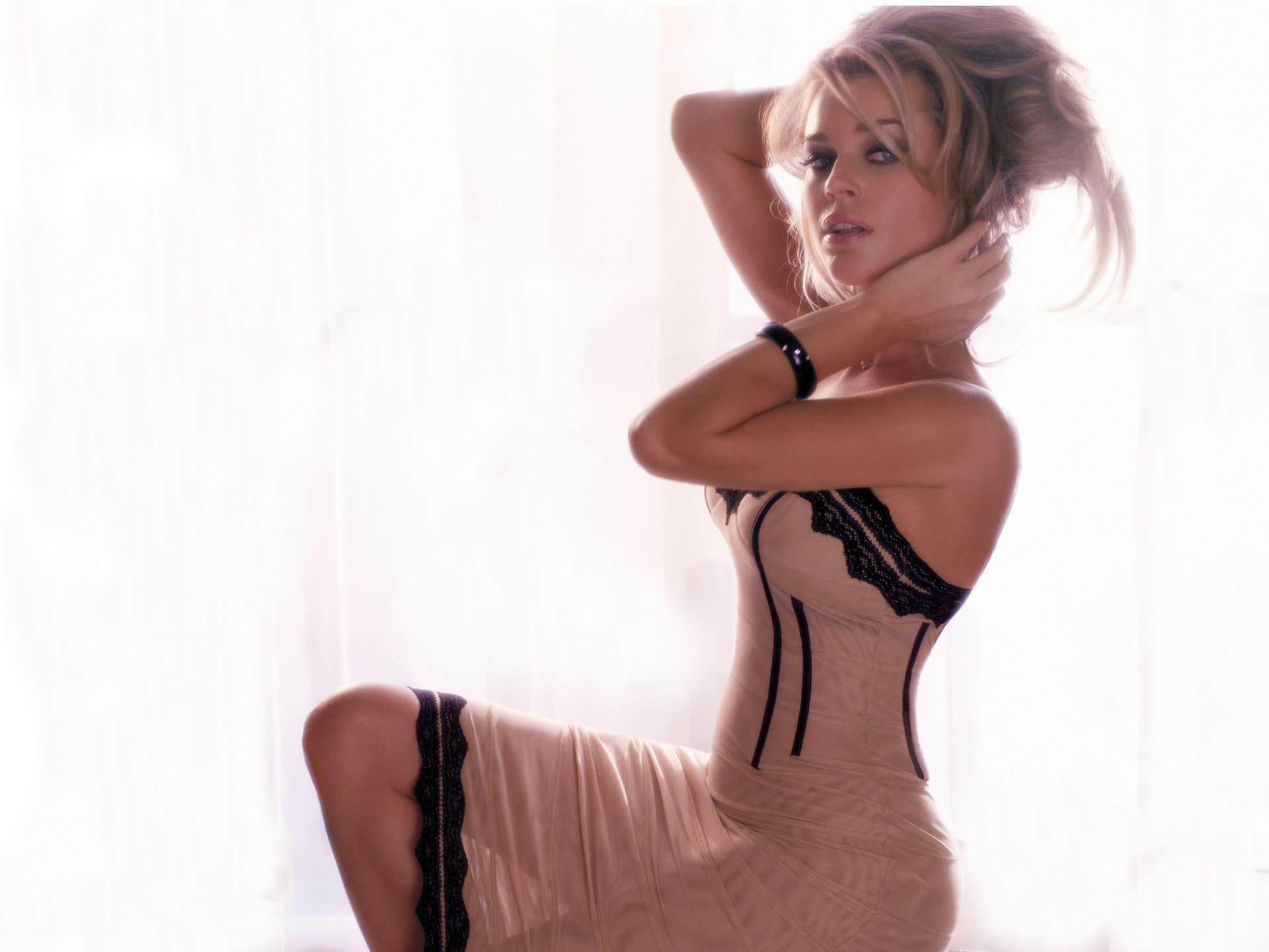Rebecca Romijn Widescreen