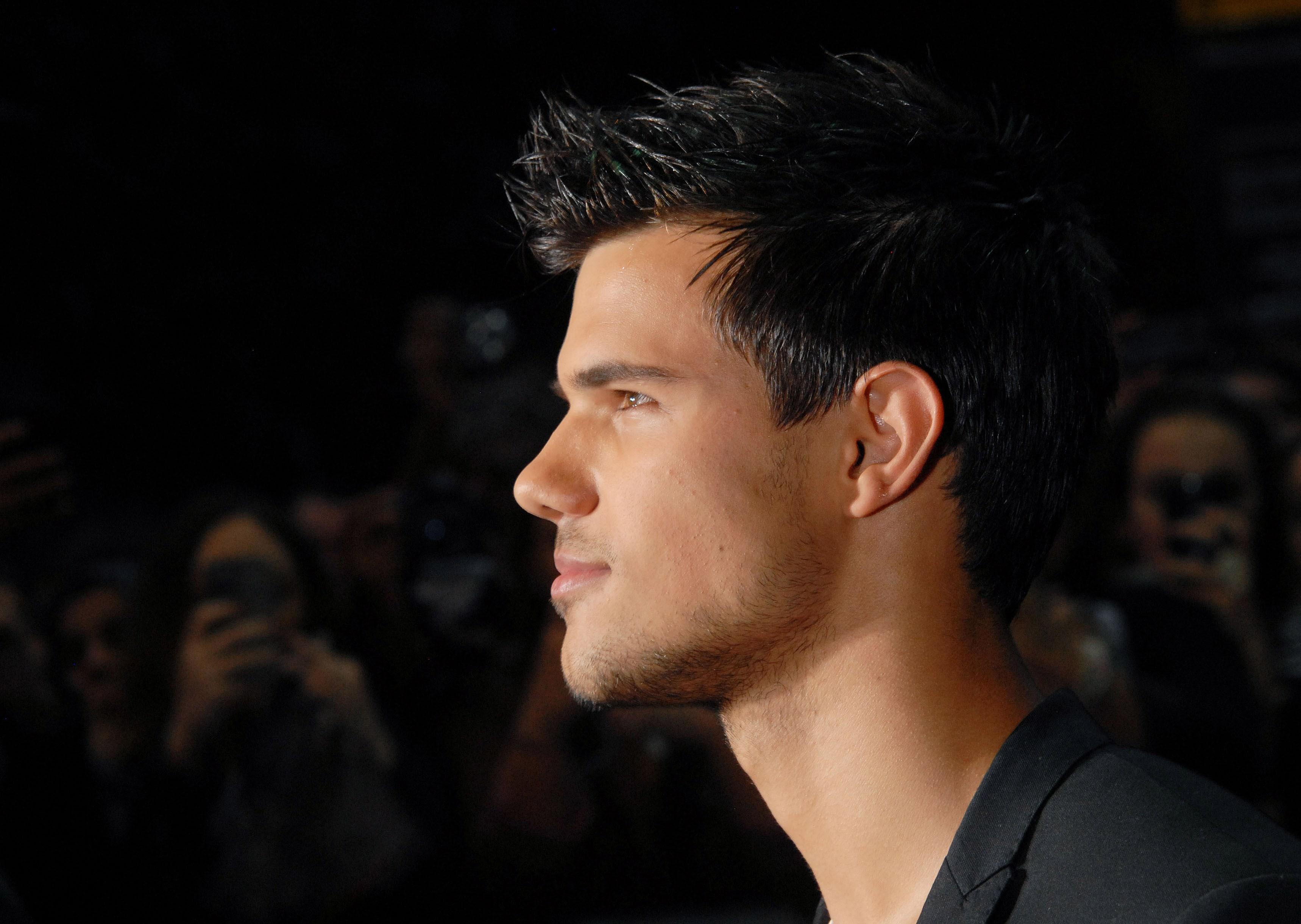 Taylor Lautner Widescreen